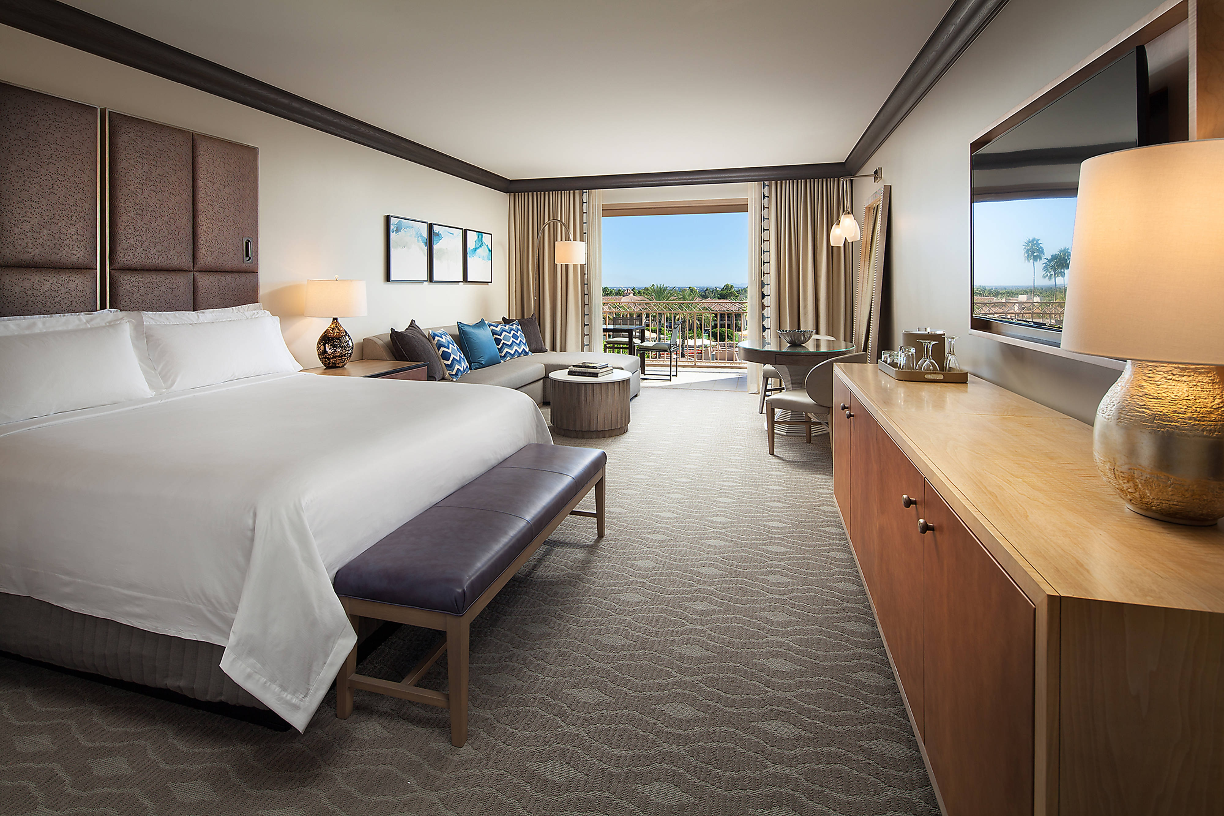 Grand Deluxe Guest Room - Pool View