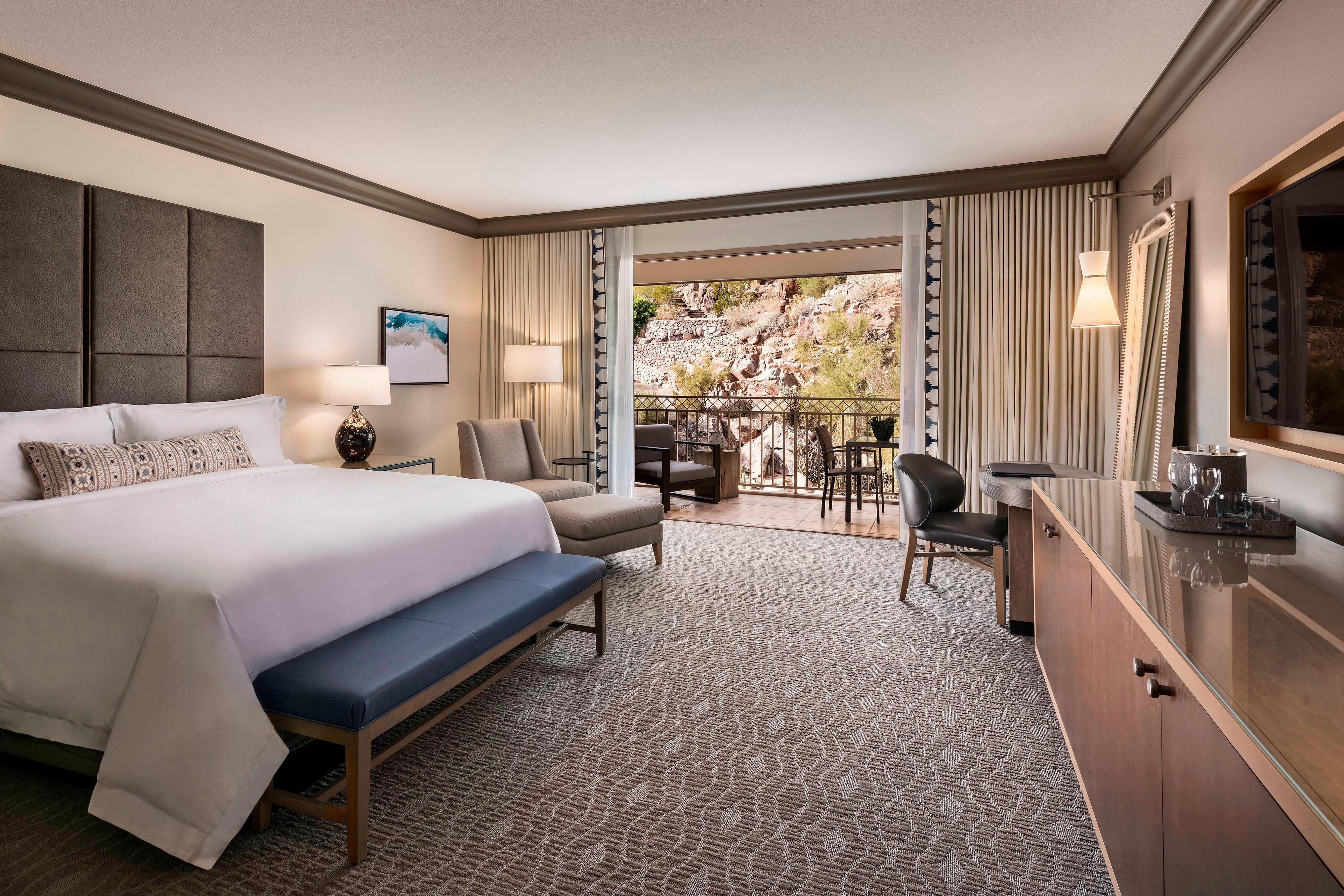 Mountain View Deluxe King Guest Room