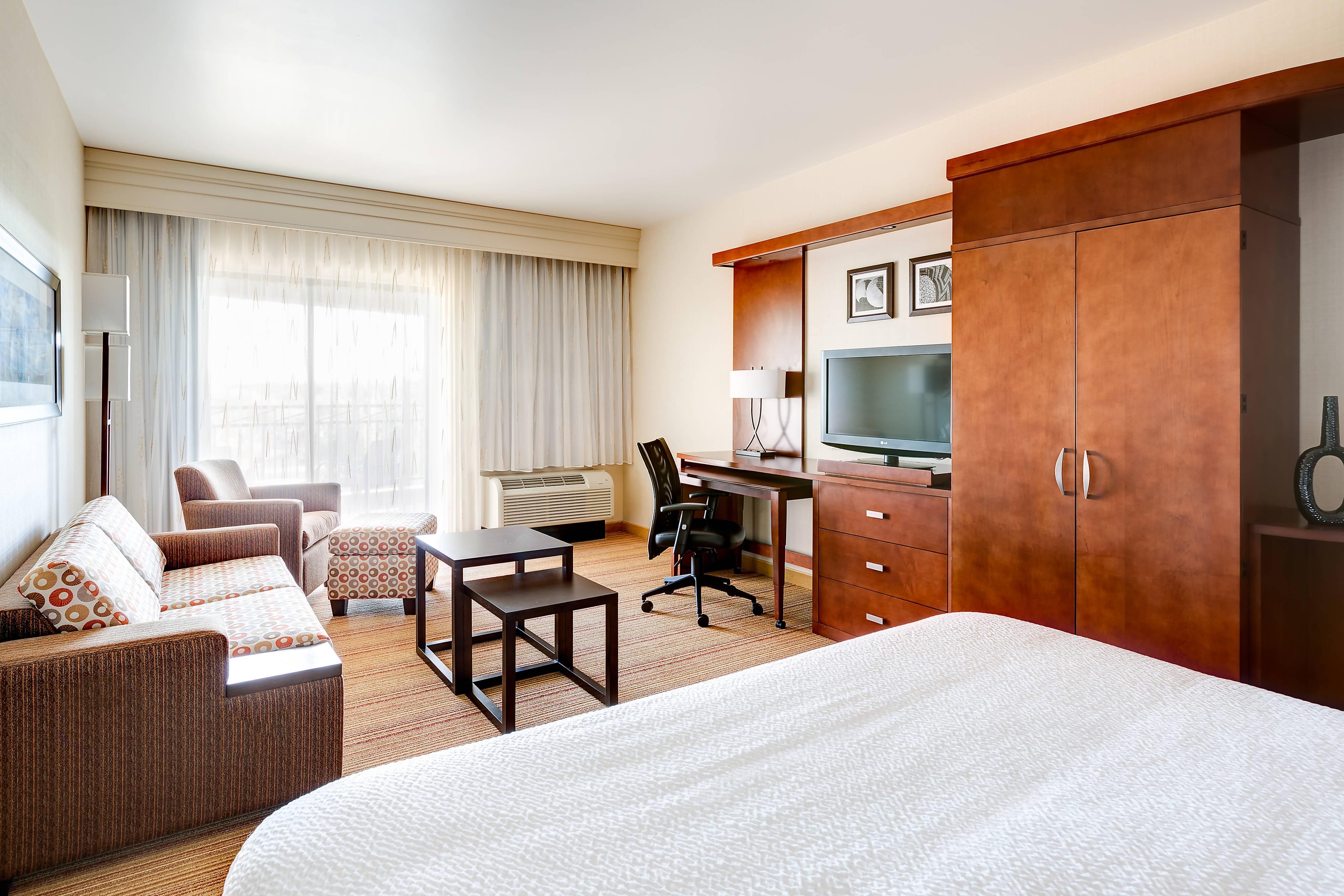 Chambre exécutive avec très grand lit
