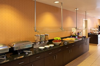 phoenix hotel with free breakfast