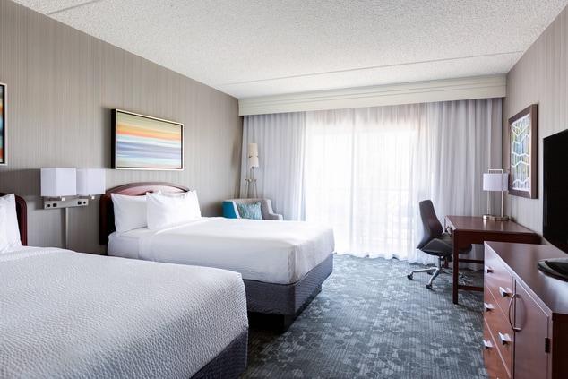 Spacious Guestroom Scottsdale Hotel