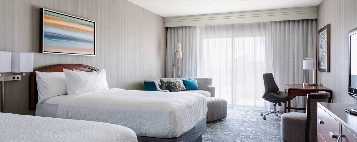 Spacious Scottsdale Guest Rooms