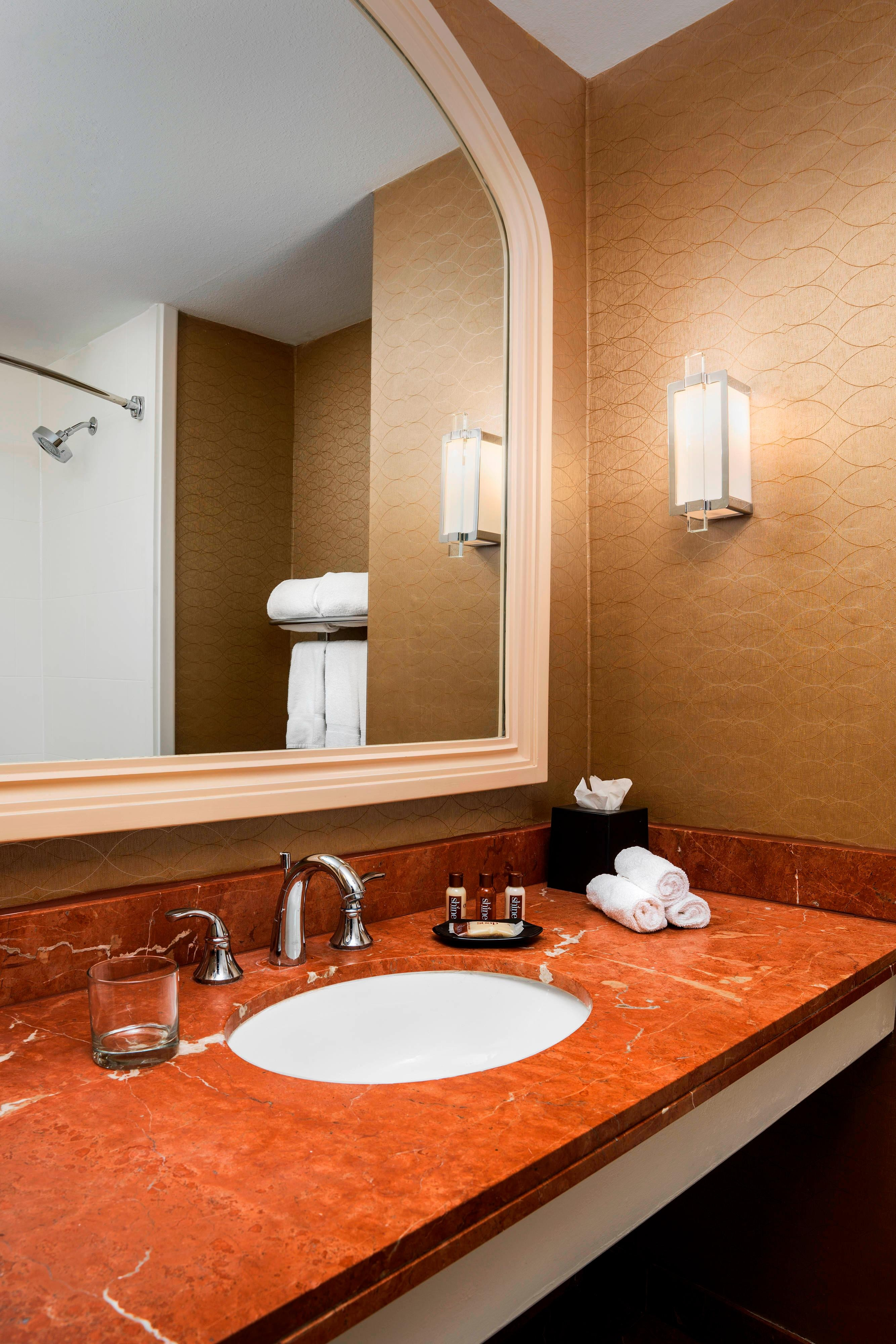 Hotel Guest Room: Sheraton Crescent Hotel Hotel Amenities
