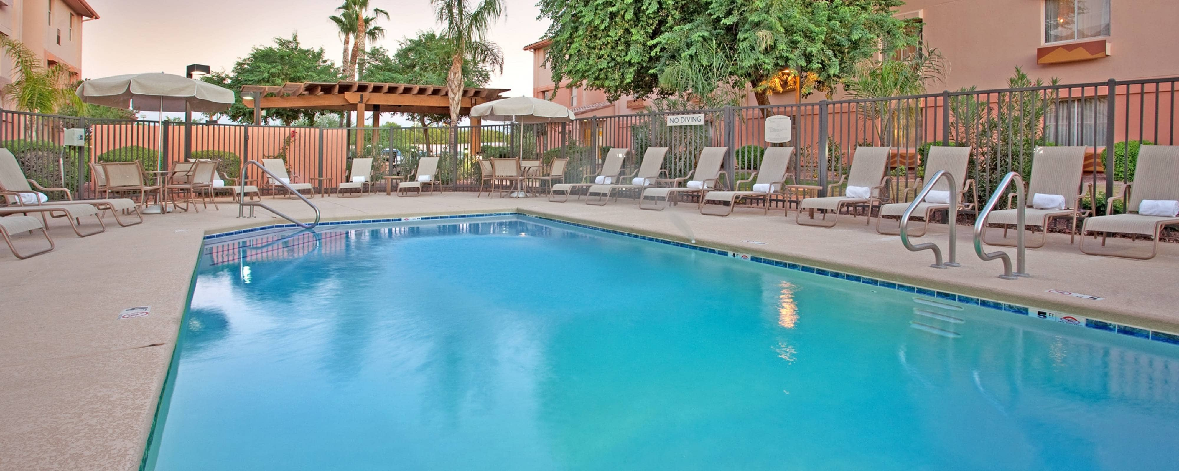 Tempe hotel outdoor pool