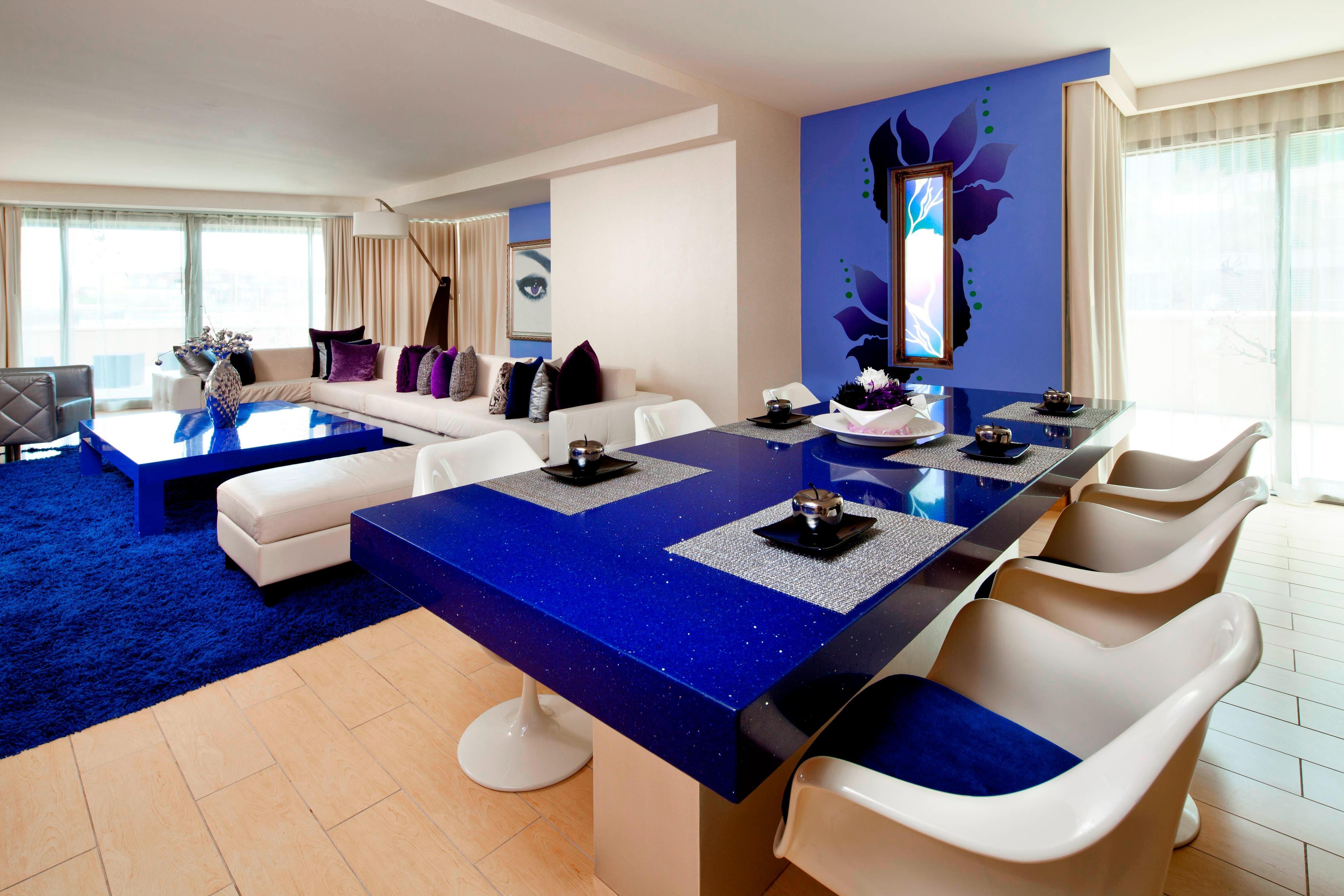 Mega Suite - Living Room