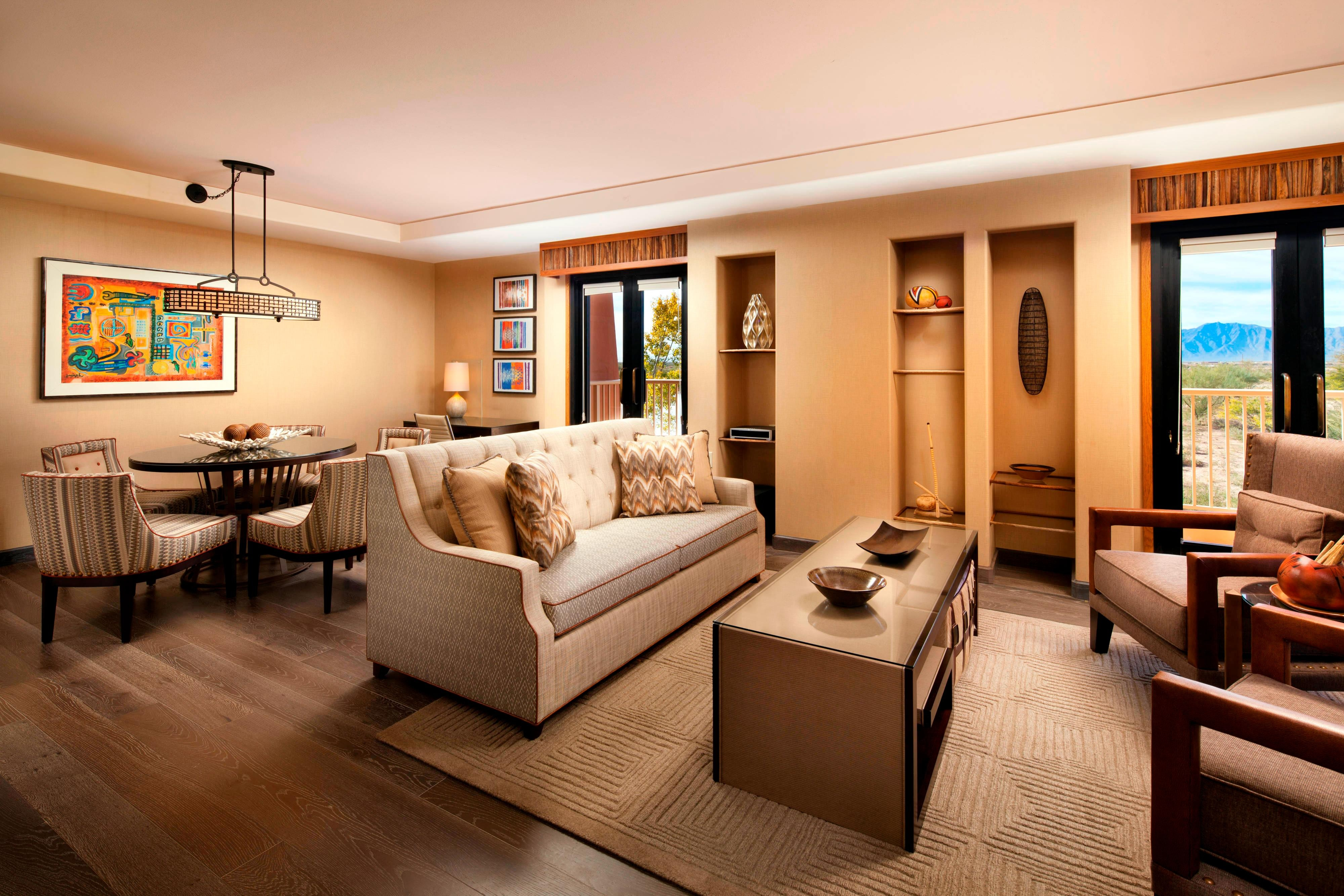 Deluxe Suite - Dining Room