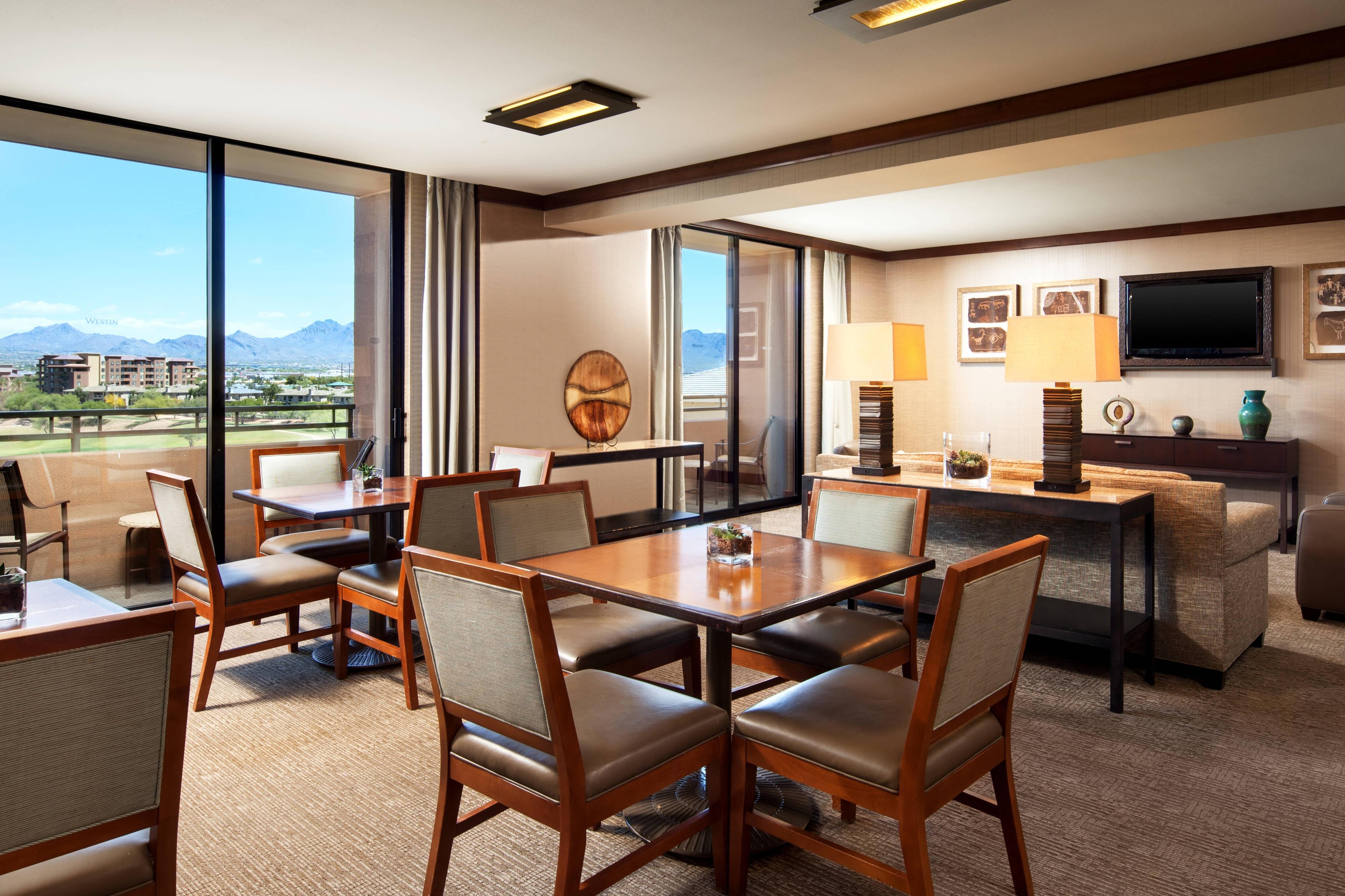 Royal Peaks Lounge