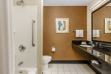 Hotel Guest Rooms East Peoria IL|Fairfield Inn & Suites East