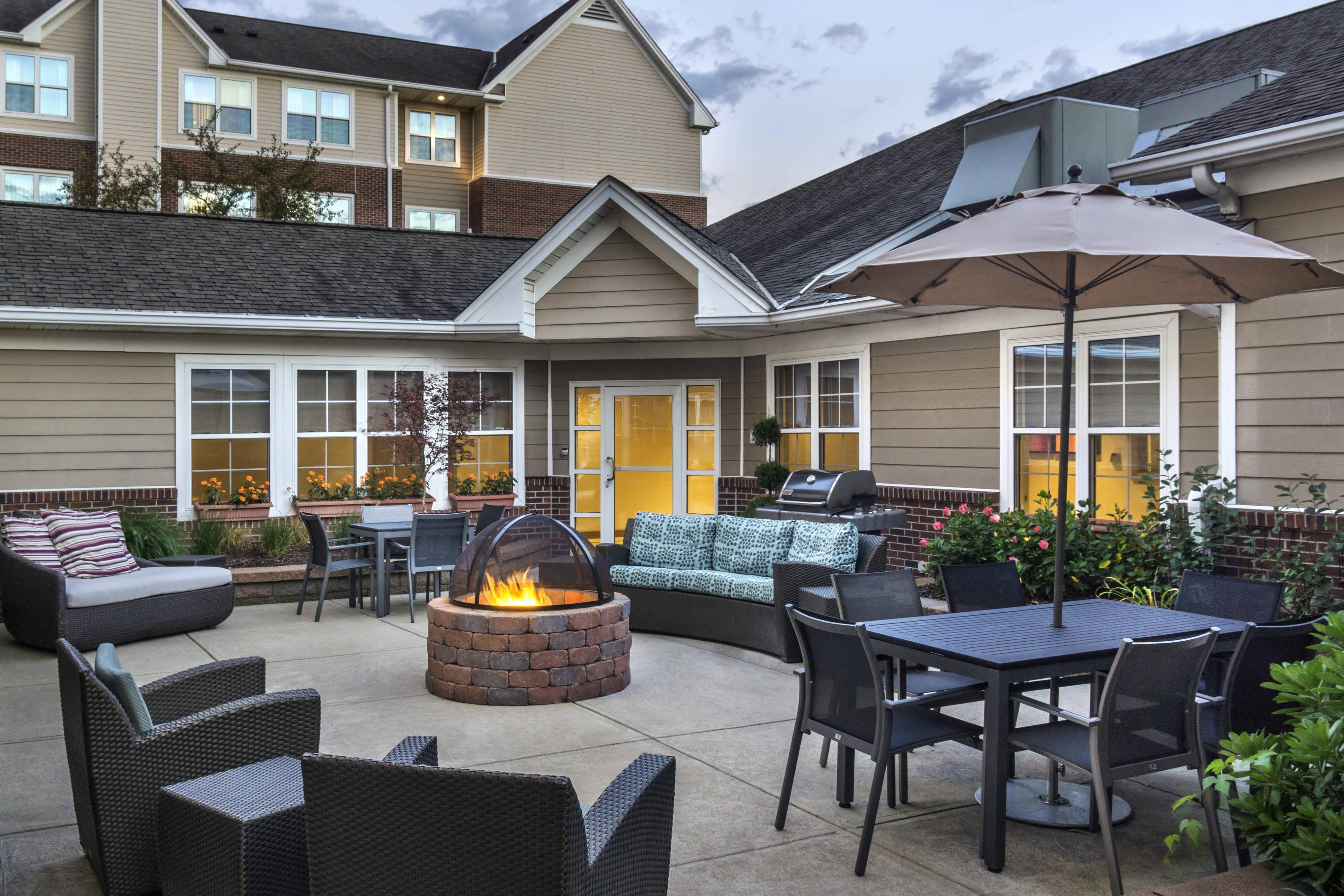 Outdoor Courtyard Patio & Fire Pit