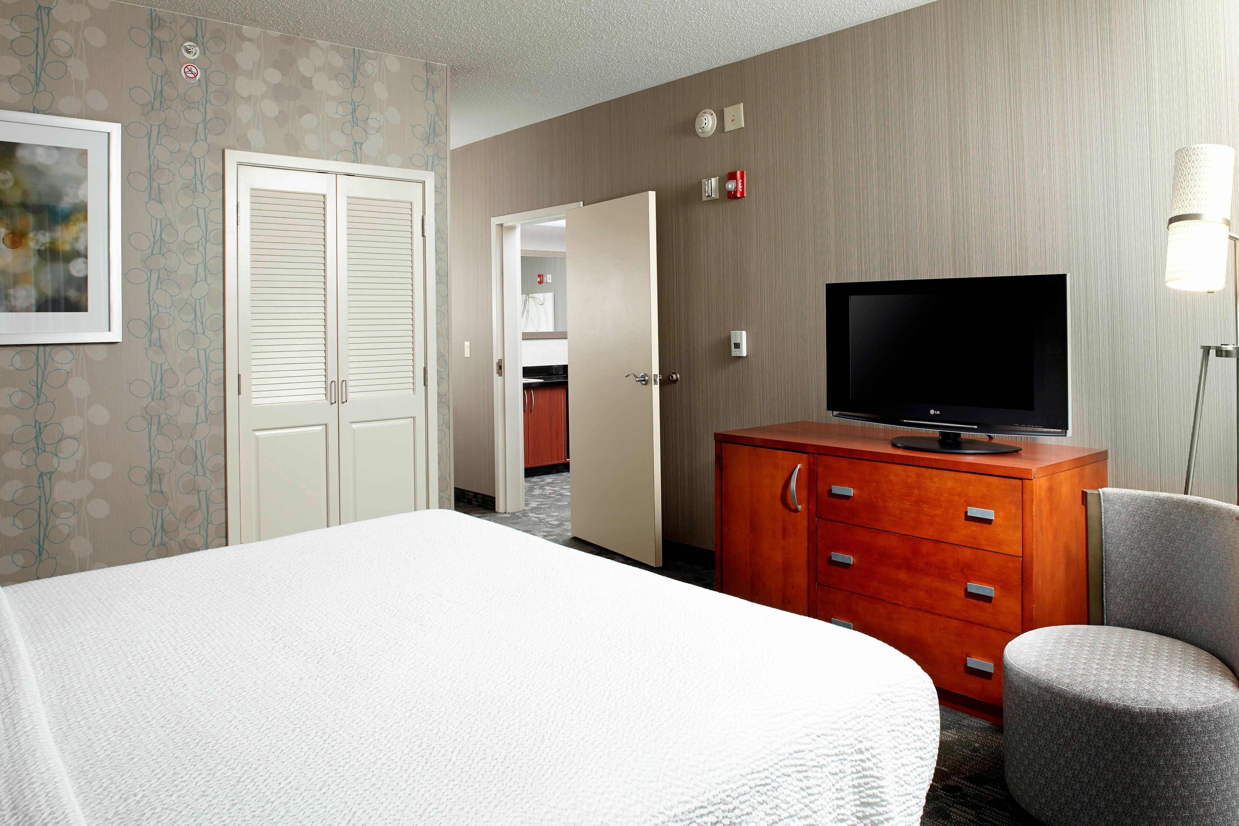 Suite, Guest Room, King Bed