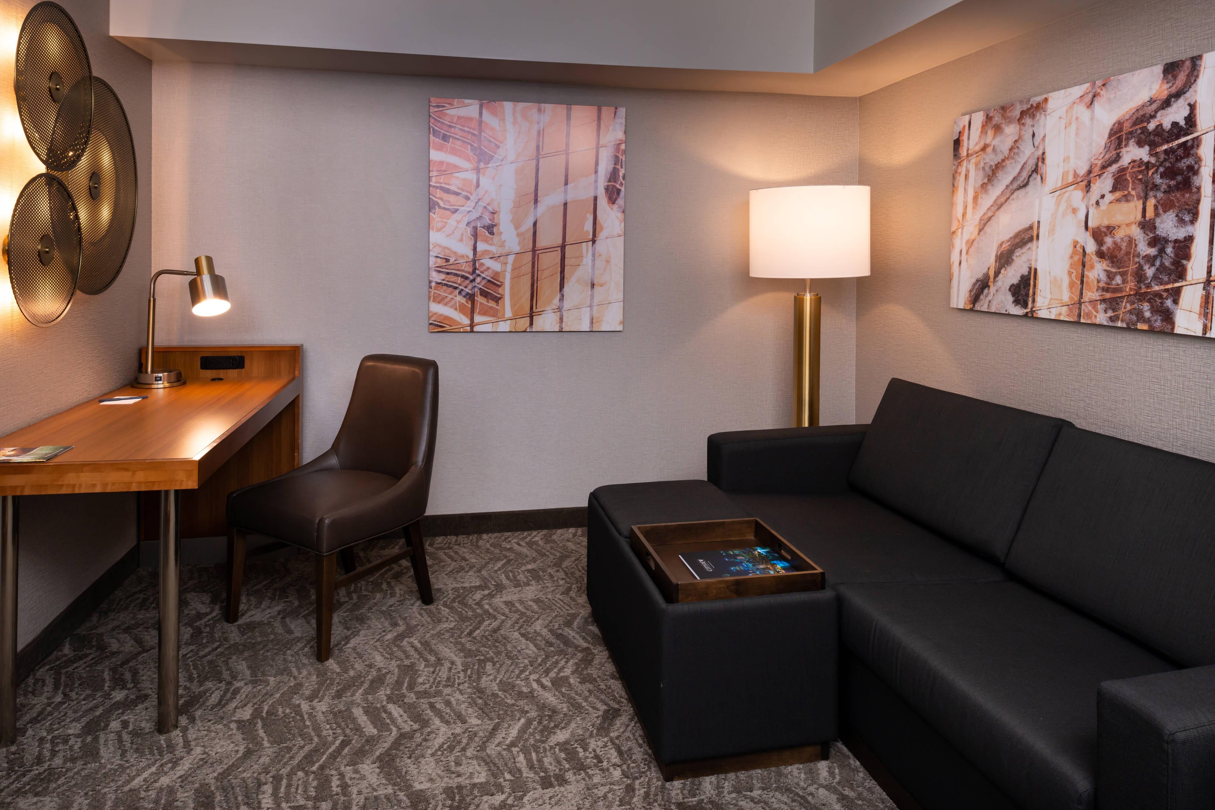 Queen/Queen Studio Suite - Living Area