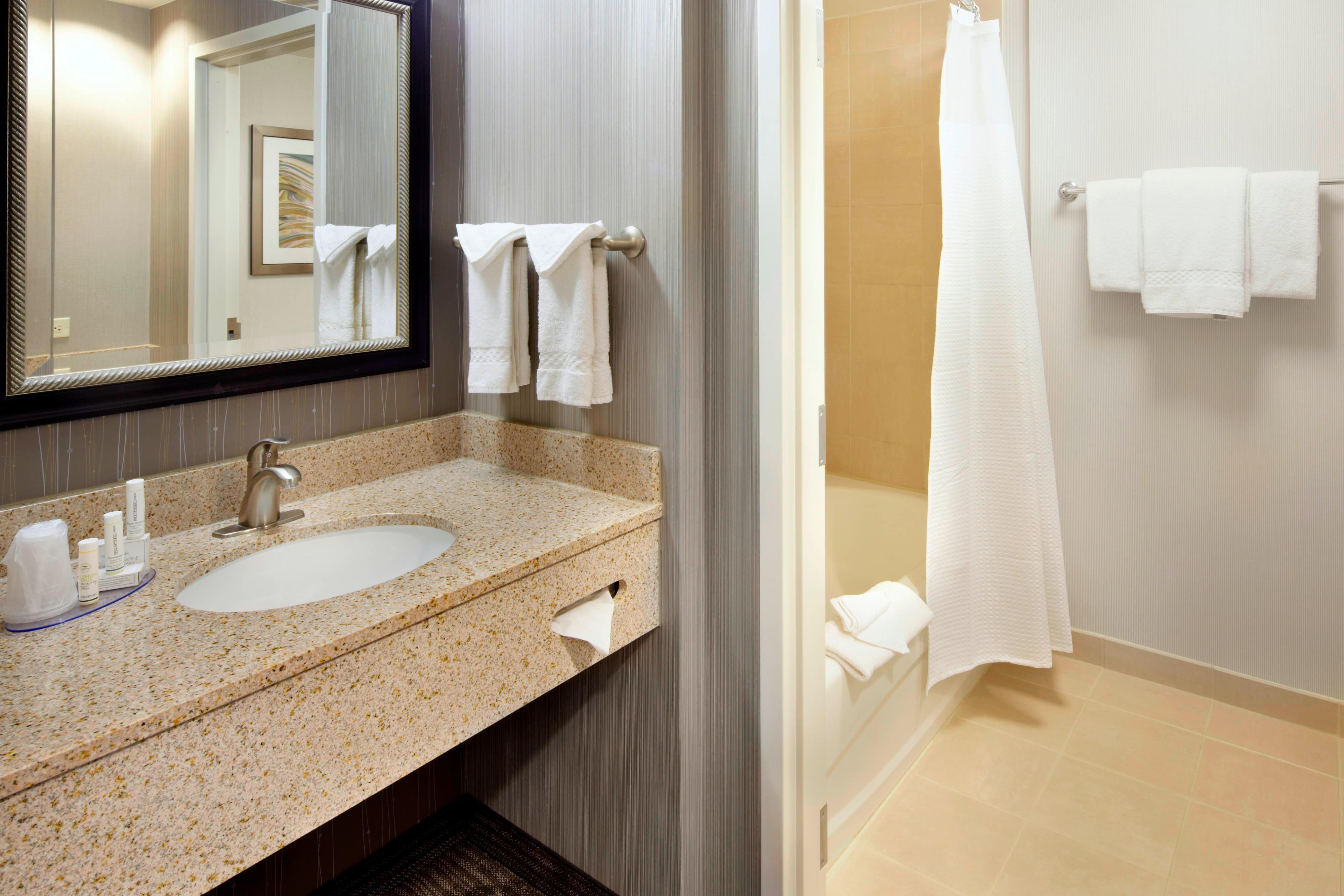 Guest Bathroom – Bathtub