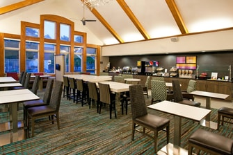 Pittsburgh Airport Hotel Breakfast Seating Area