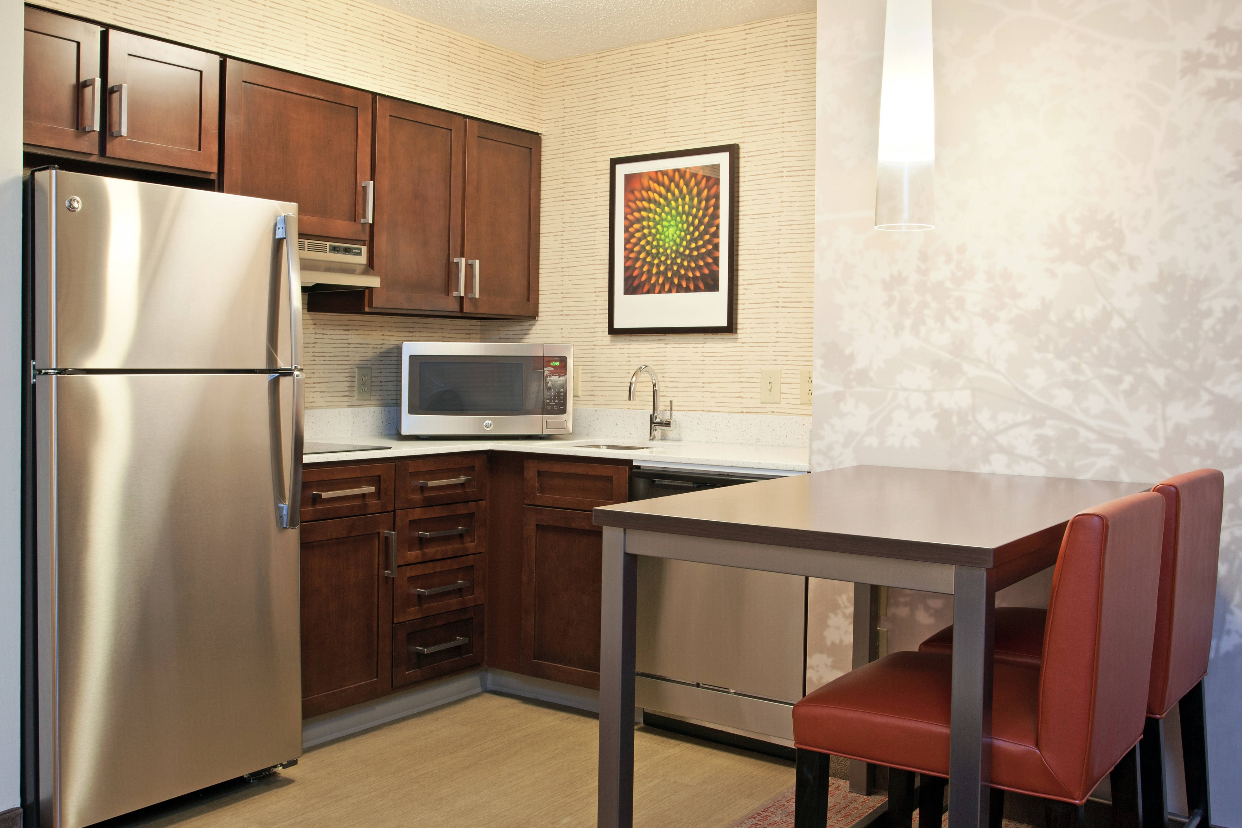 Pittsburgh Airport Suites Kitchen