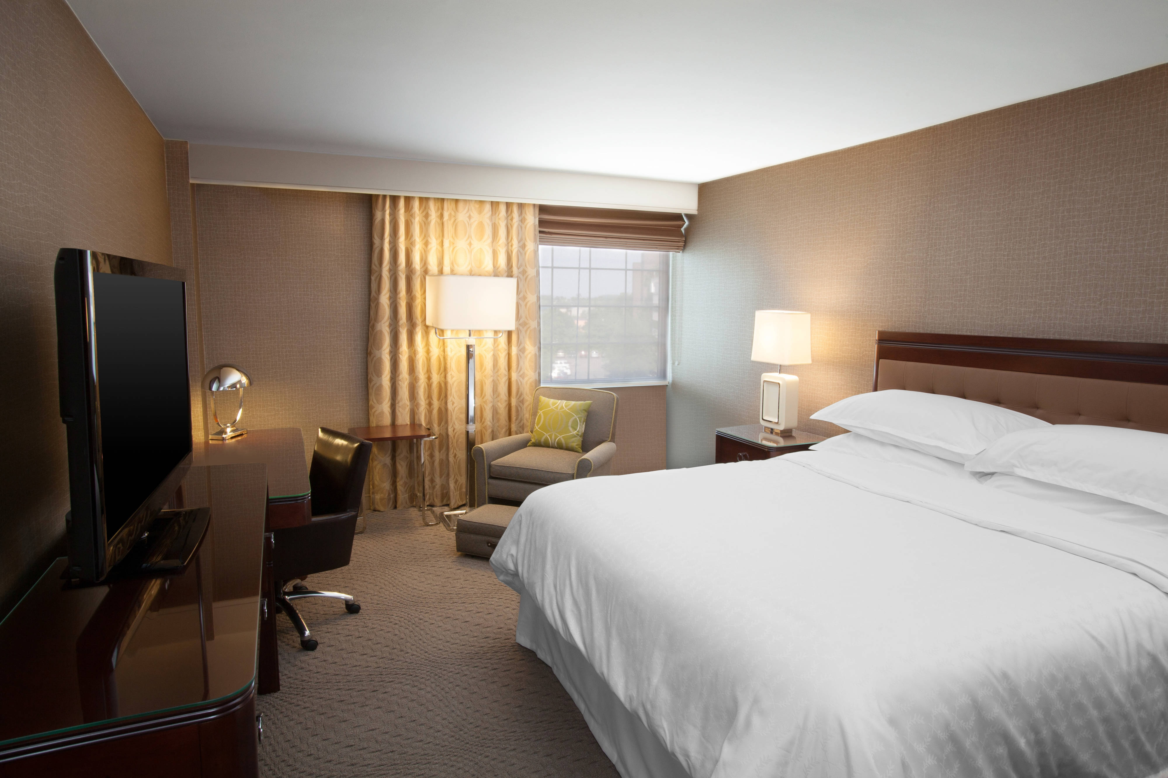 Hotel rooms near pittsburgh airport sheraton pittsburgh airport hotel for 2 bedroom suites in pittsburgh pa