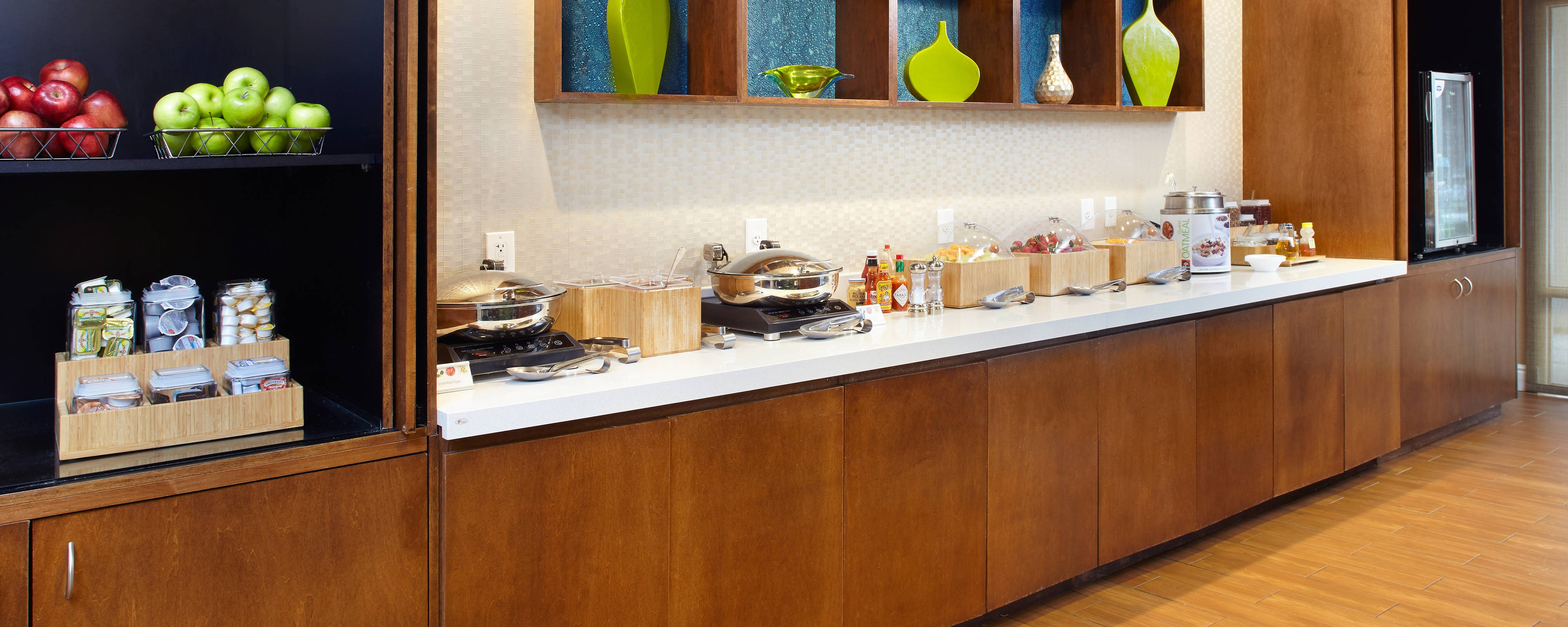 springhill suites airport breakfast buffet
