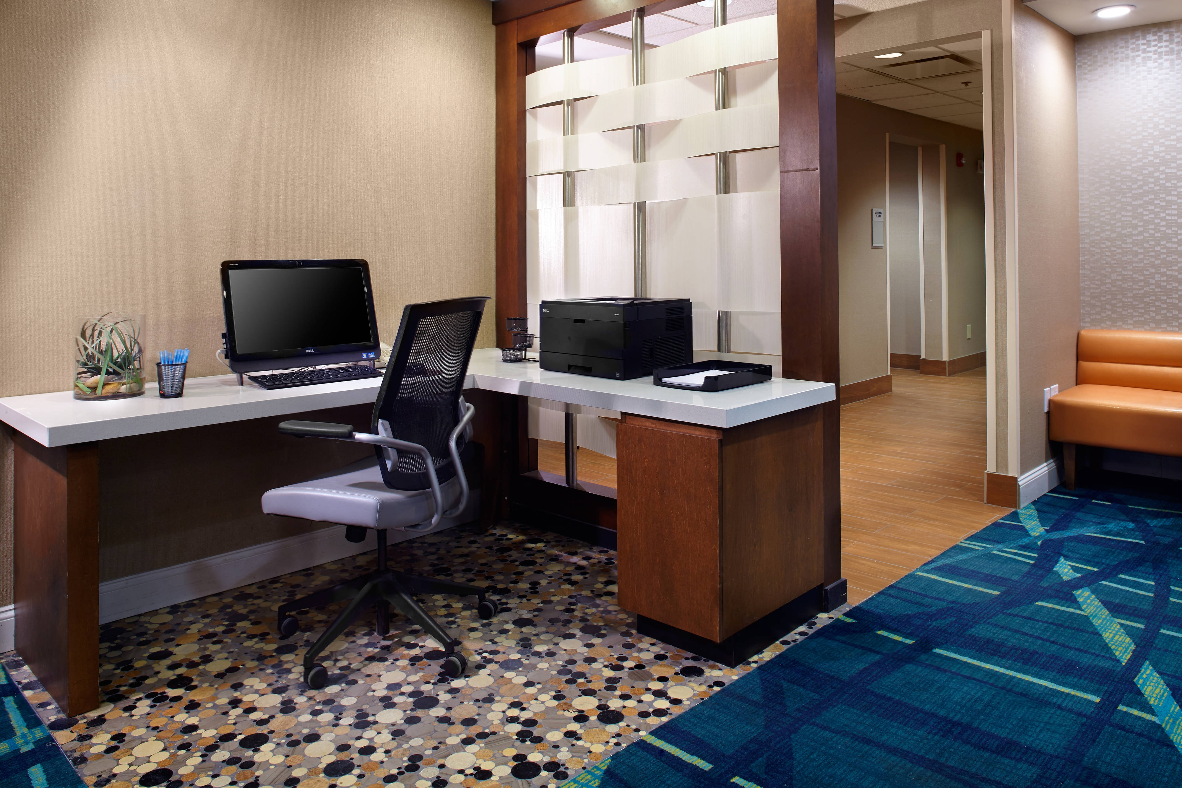 pittsburg airport hotel business center