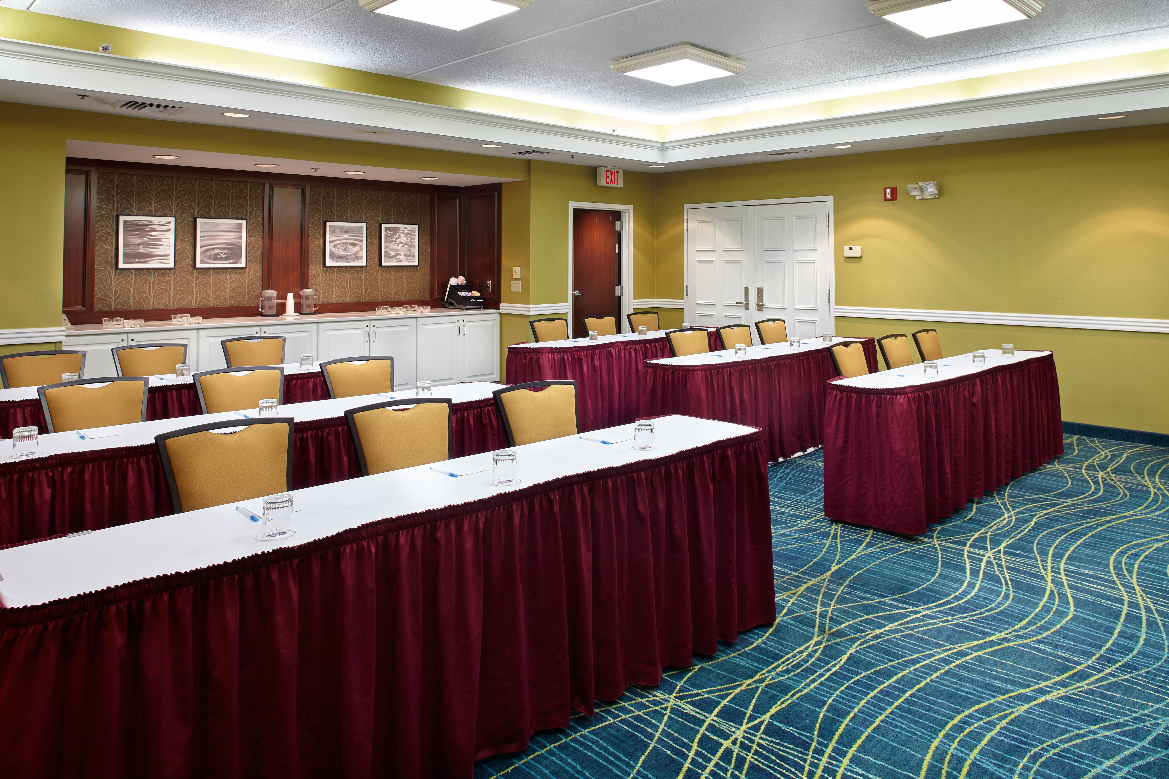 pittsburgh airport hotel meeting room