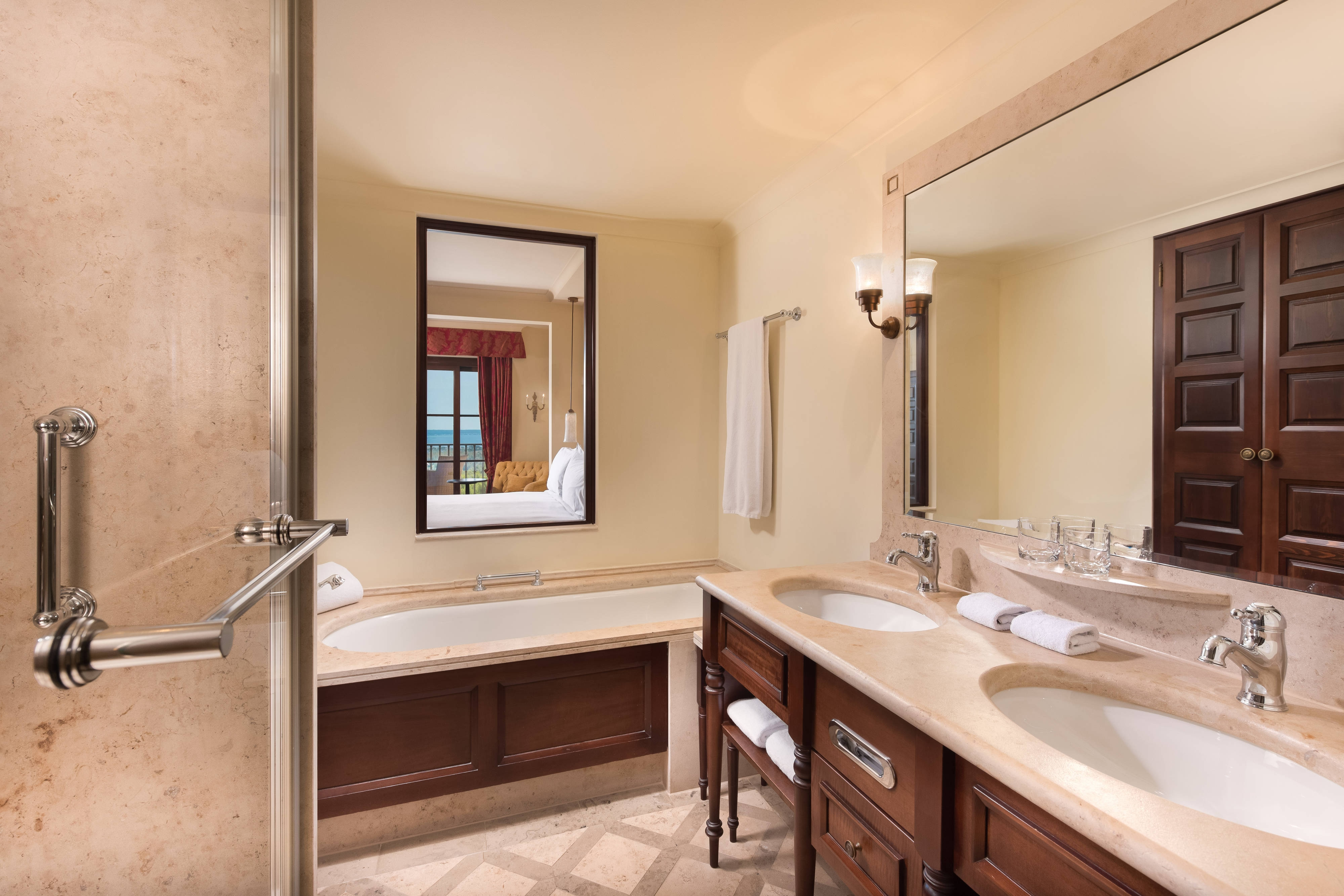 Family Suite - Bathroom