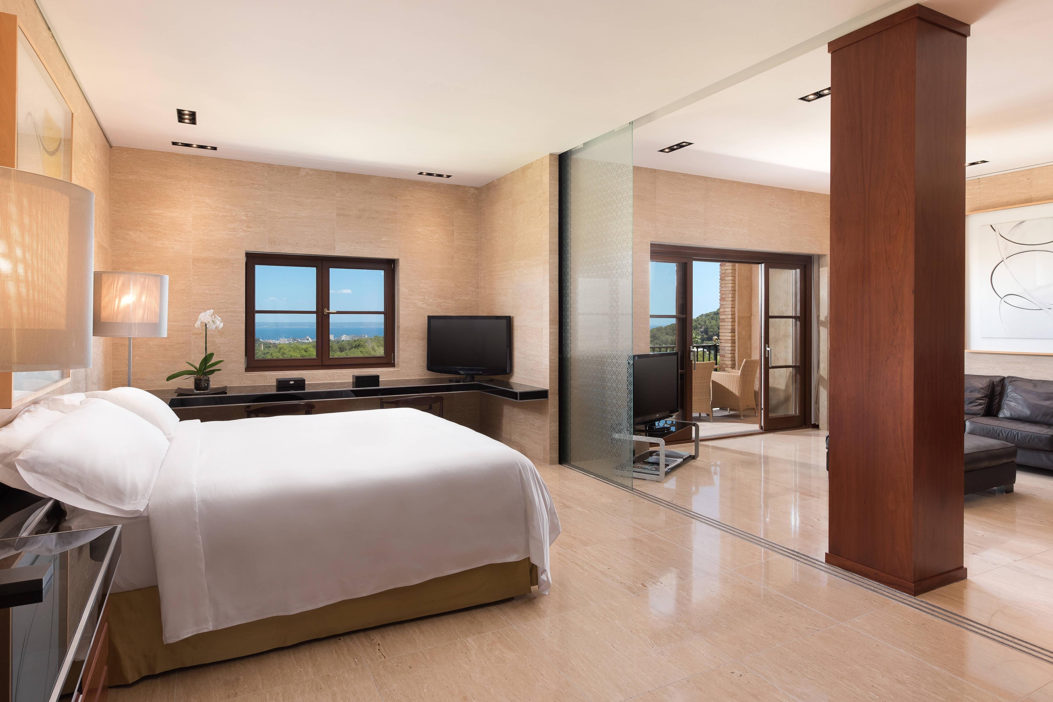 Loewe Suite - Bedroom