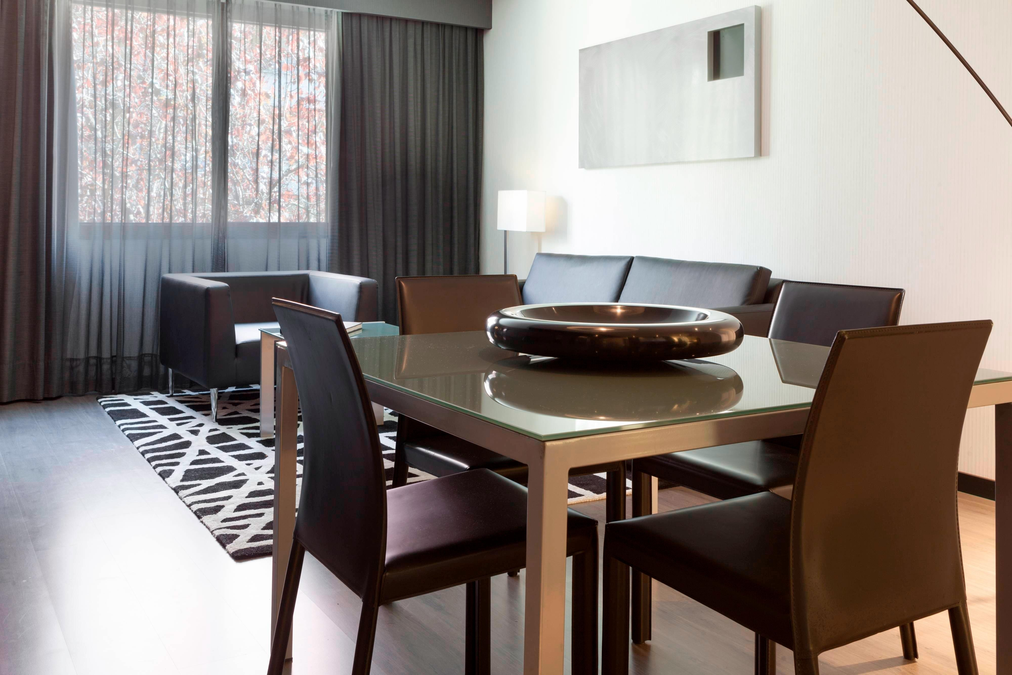 Superior Guest Room – Dining Area