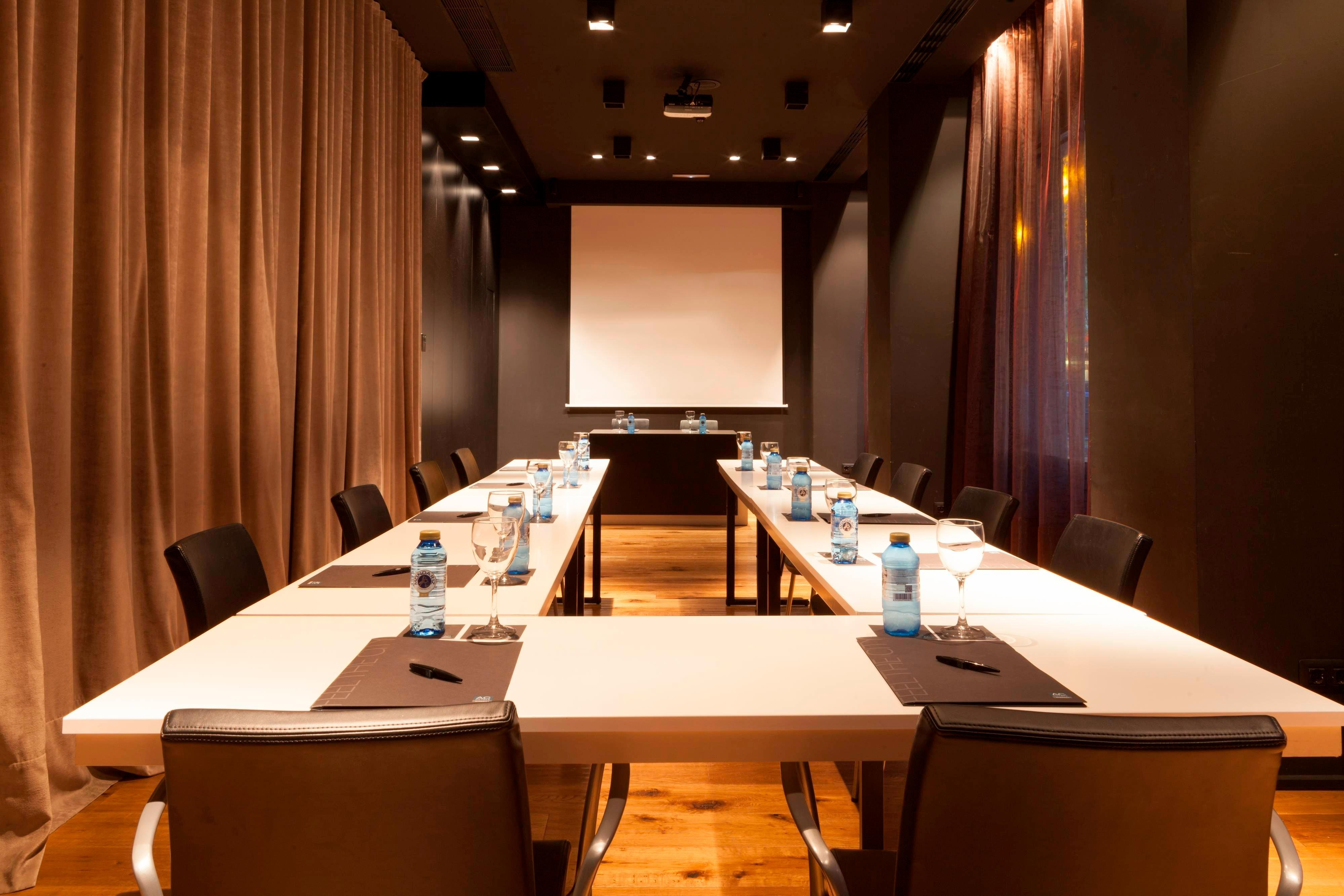 pamplona meeting room