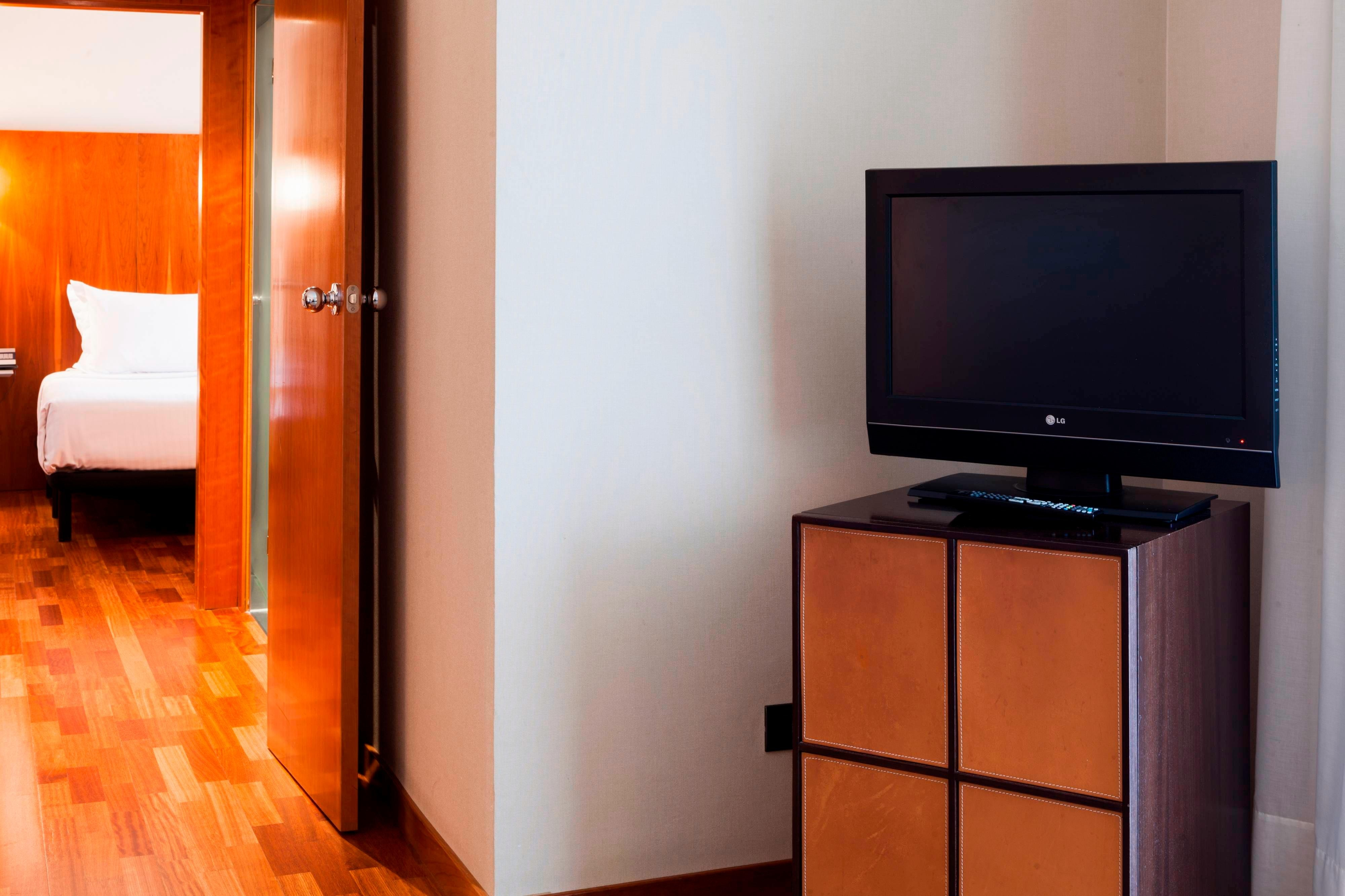 suite rooms in ac hotel ciudad de pamplona