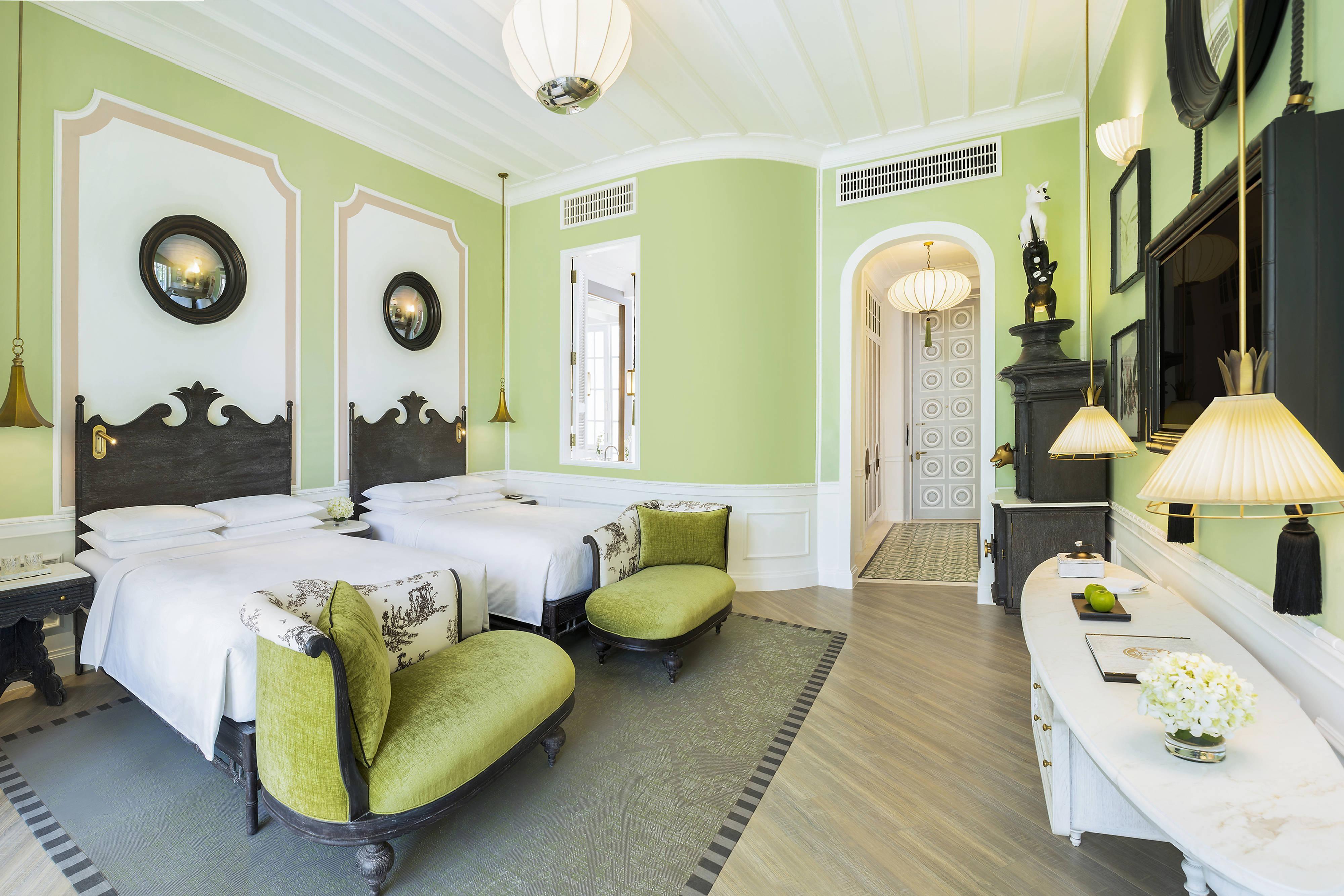 Gästezimmer mit zwei Doppelbetten und Blick auf Emerald Bay