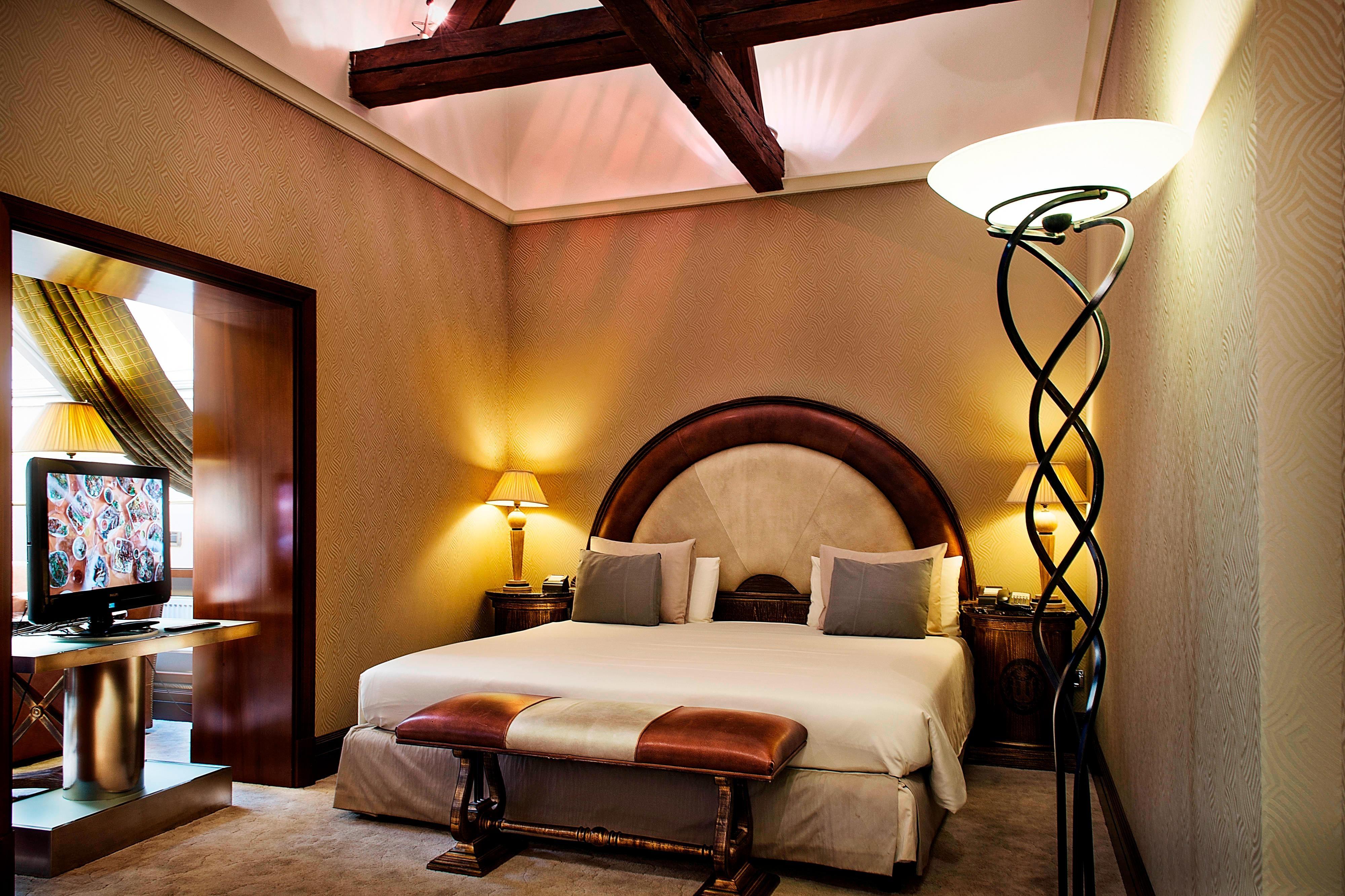 Представительский люкс с двуспальной кроватью (King)—спальная зона