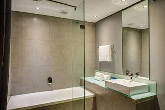 Fire & Ice! Menlyn Suite Bathroom