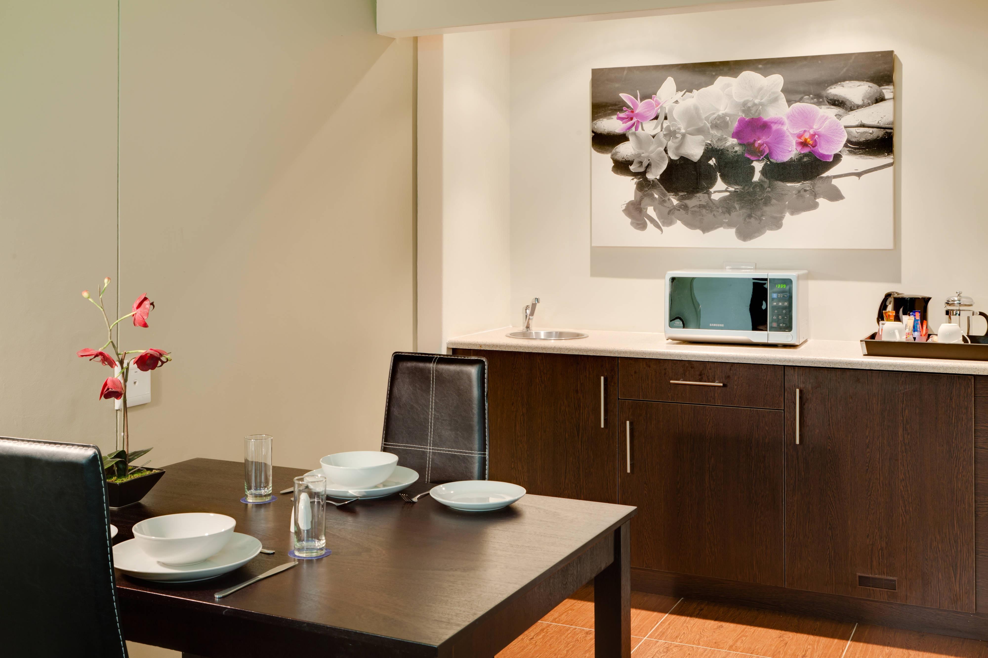 Protea Hotel Centurion Guestroom kitchenette