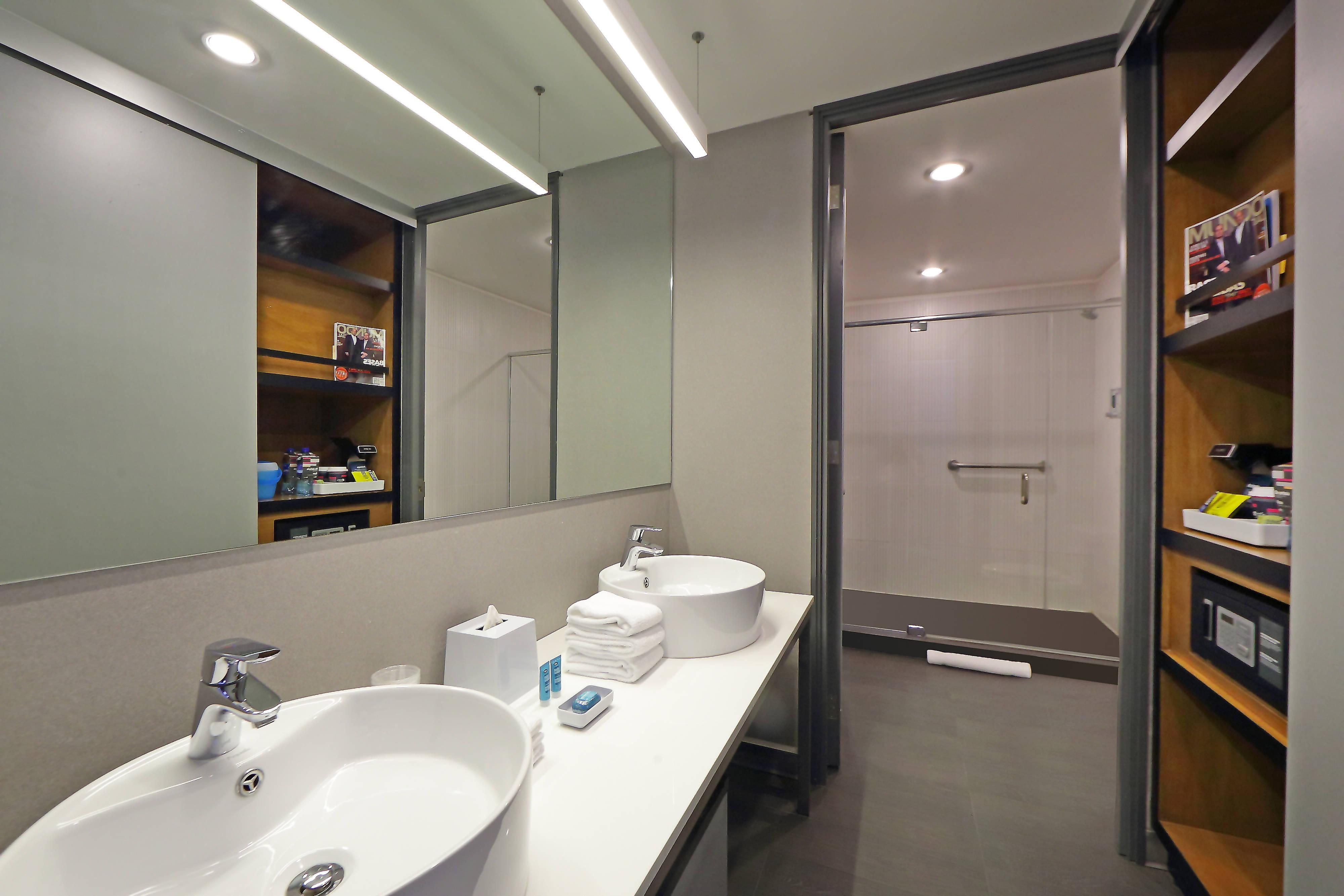 Aloft Suite - Bathroom