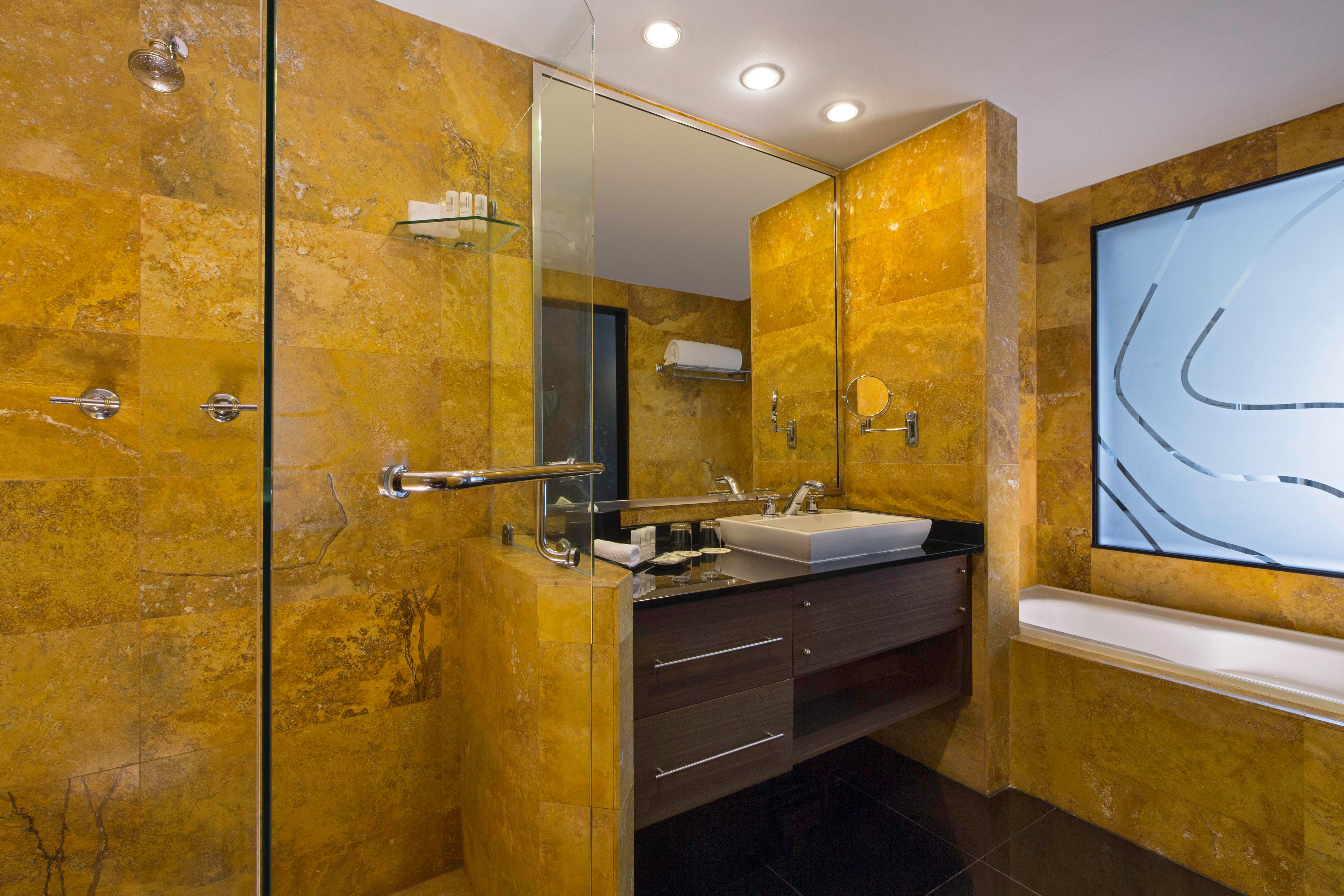 Platinum Suite - Bathroom