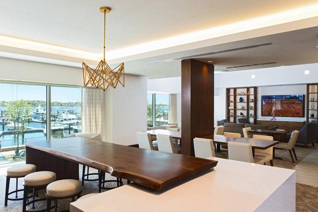Newport Hotel M Club Lounge