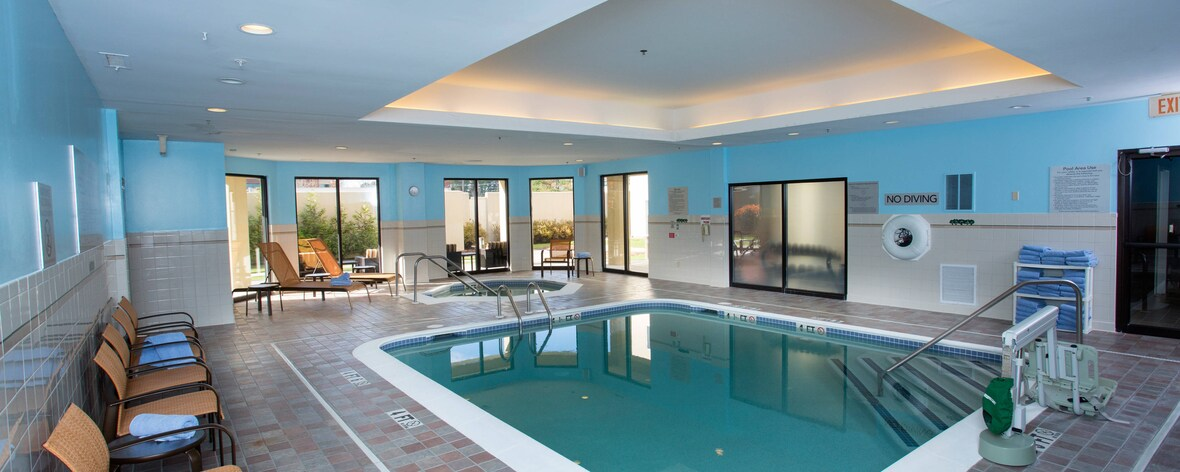 Boston Raynham Hotel Pool and Jacuzzi Area.