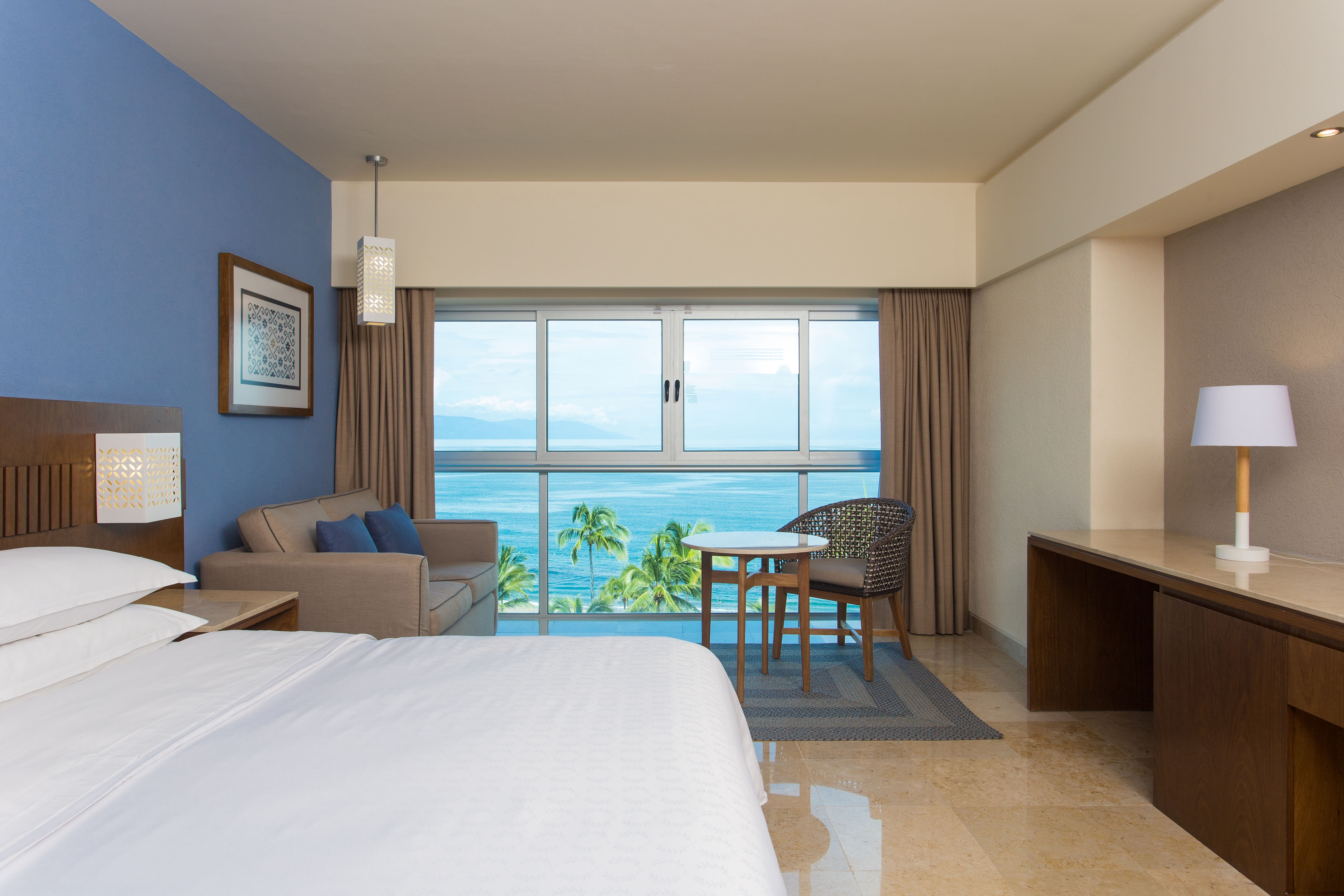 King Deluxe Guest Room - Bay View