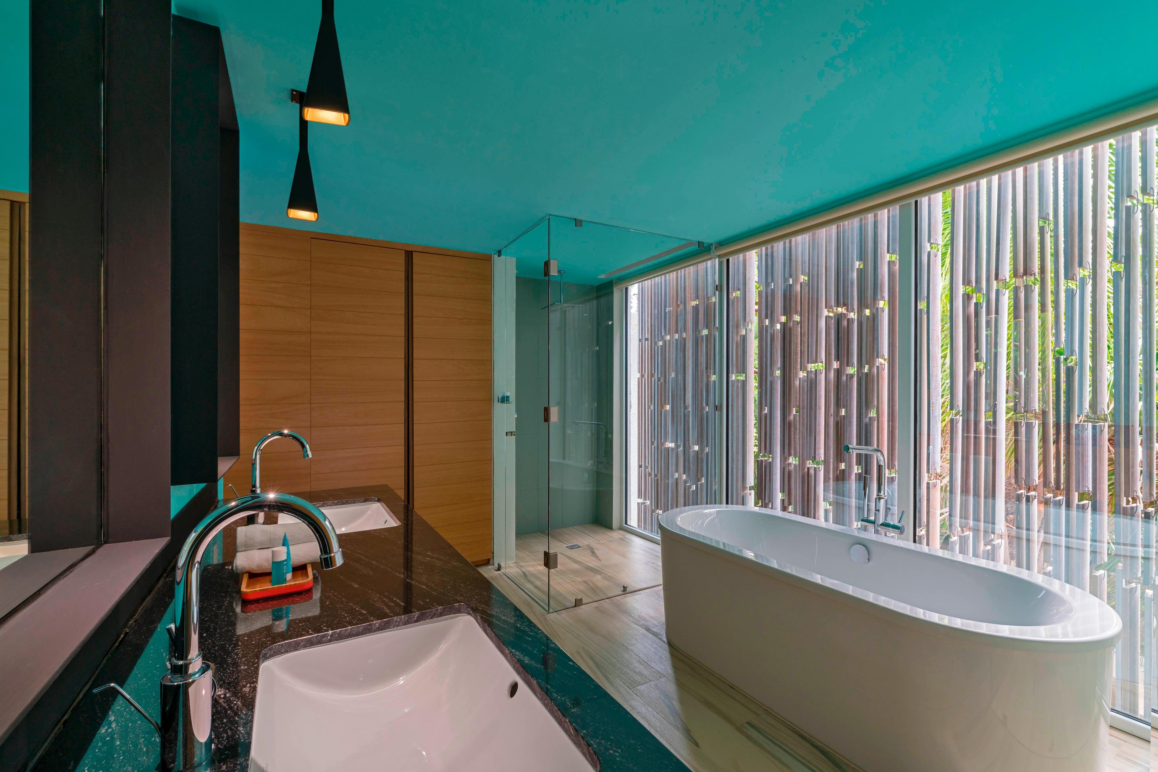 Jungle View Escape Bathtub