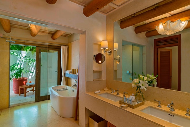 Deluxe Garden View Bathroom