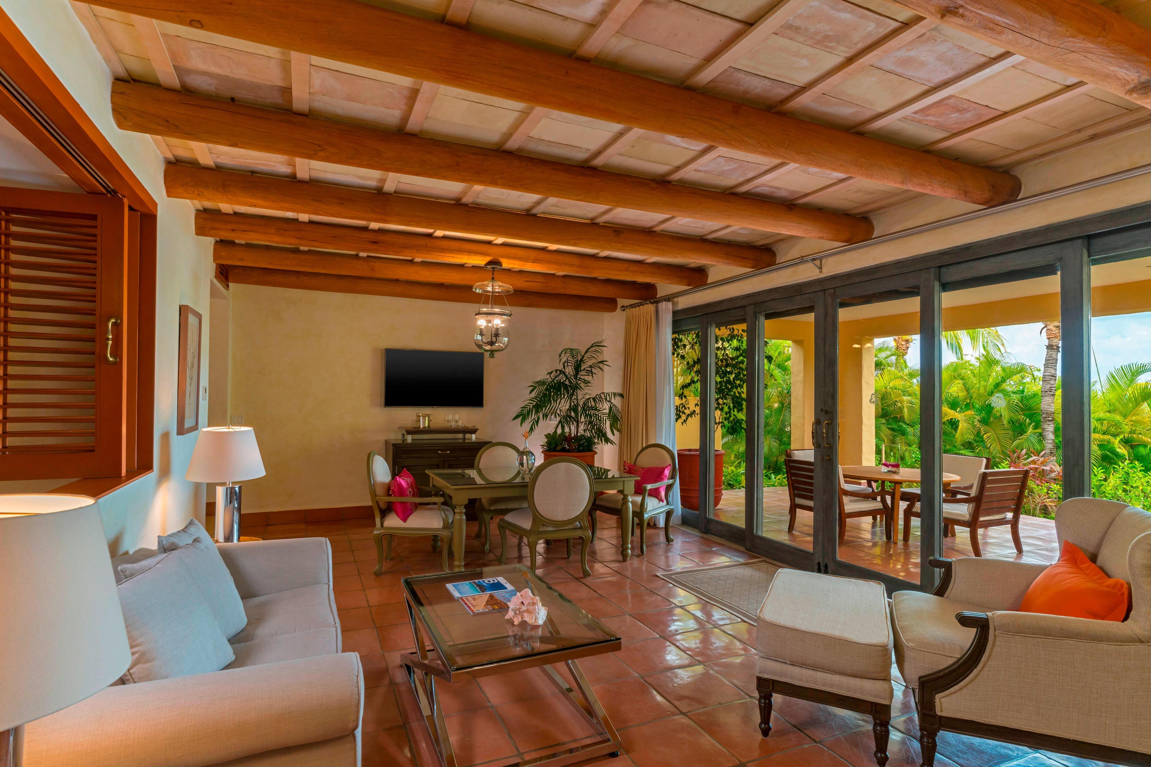 Deluxe Suite Garden – Living Room