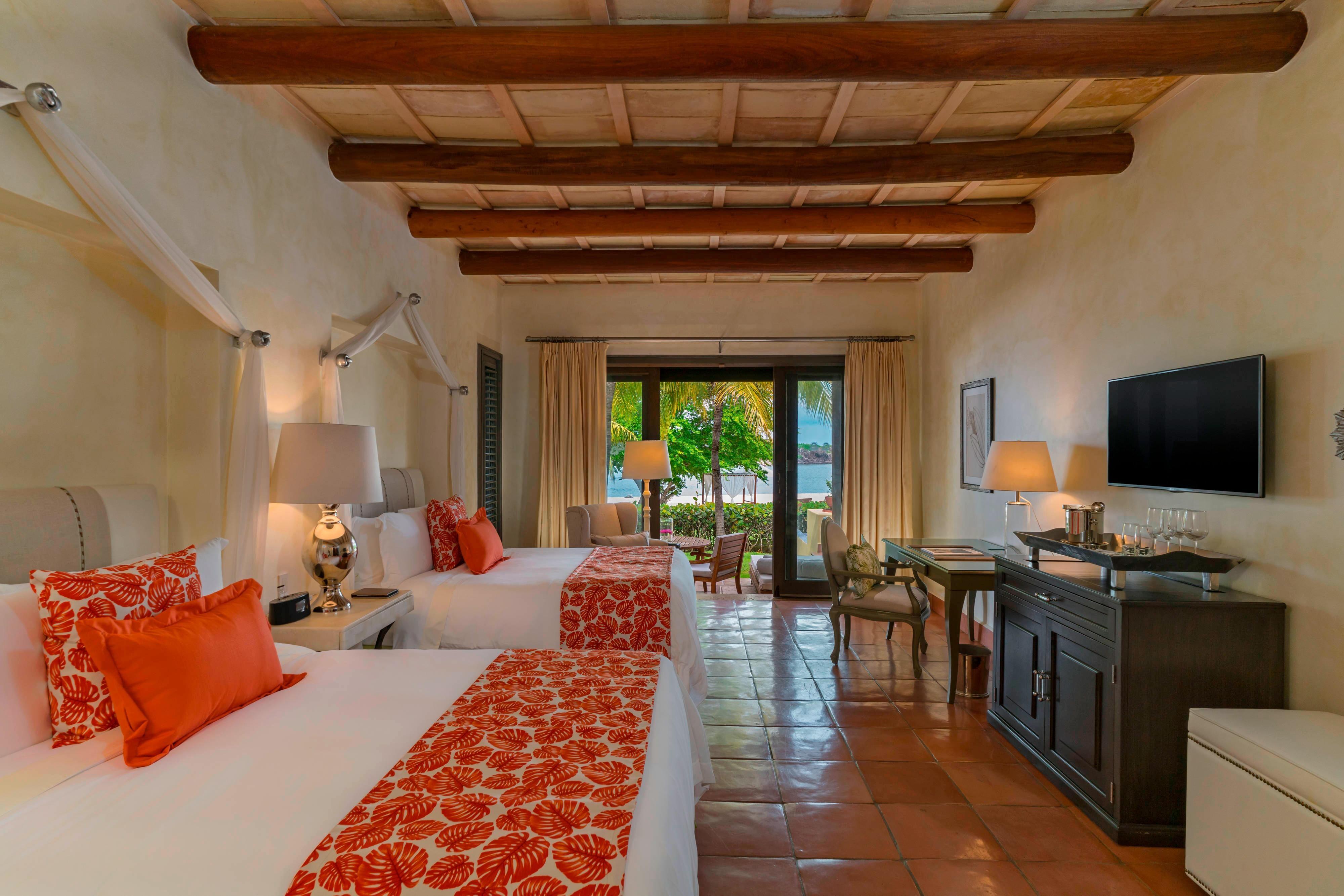Luxury Villa Queen/Queen Bedroom