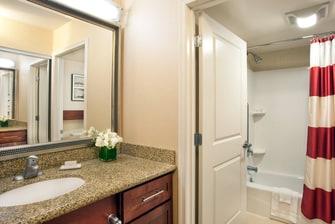 Auburn hotel bathroom with tub