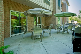 Brunswick Maine hotel outdoor patio