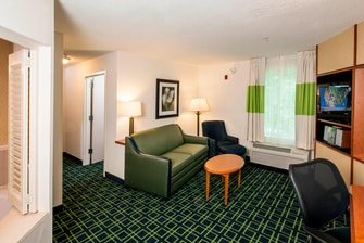 Brunswick Freeport Maine hotel suite