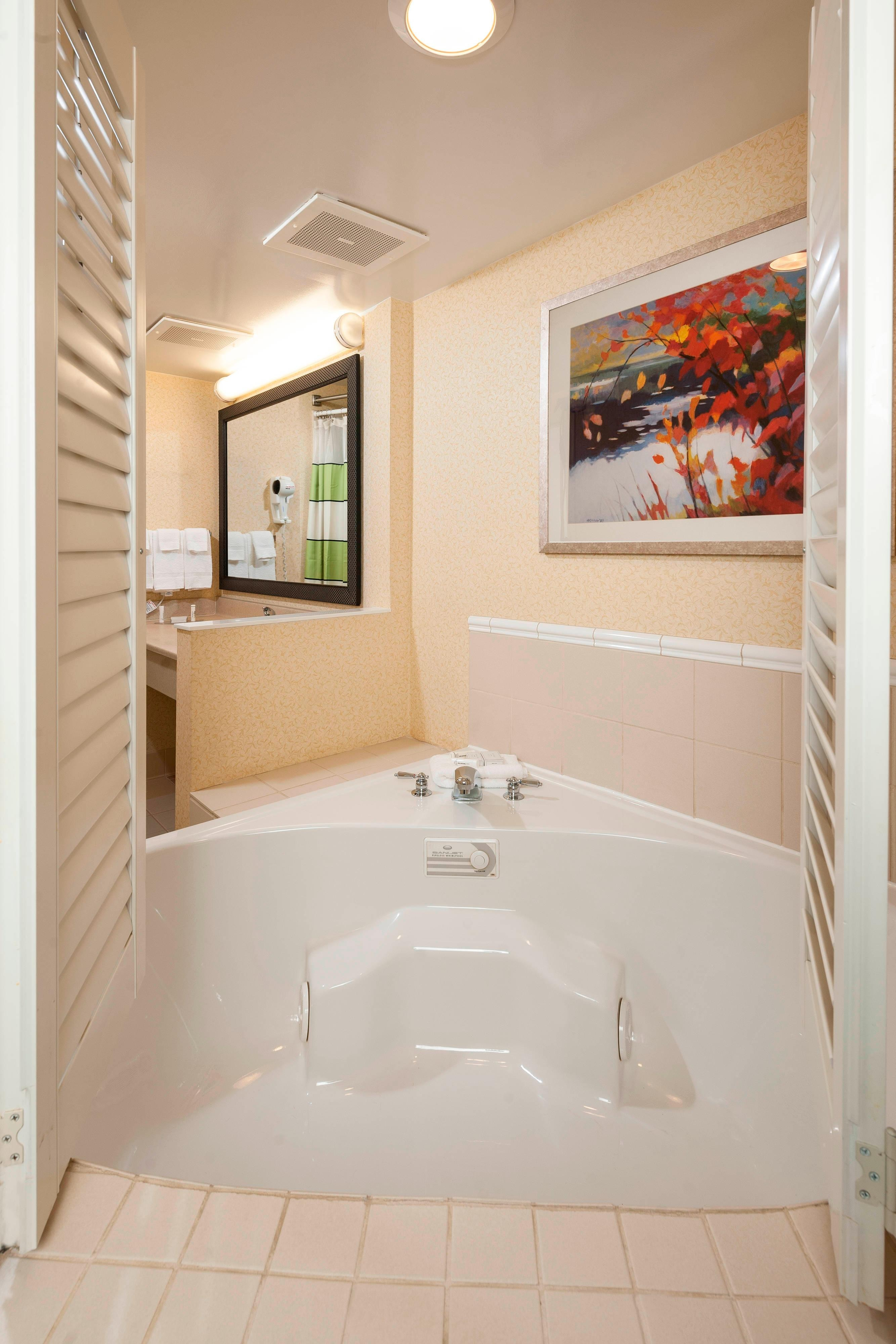 Spa King Guest Room Whirlpool
