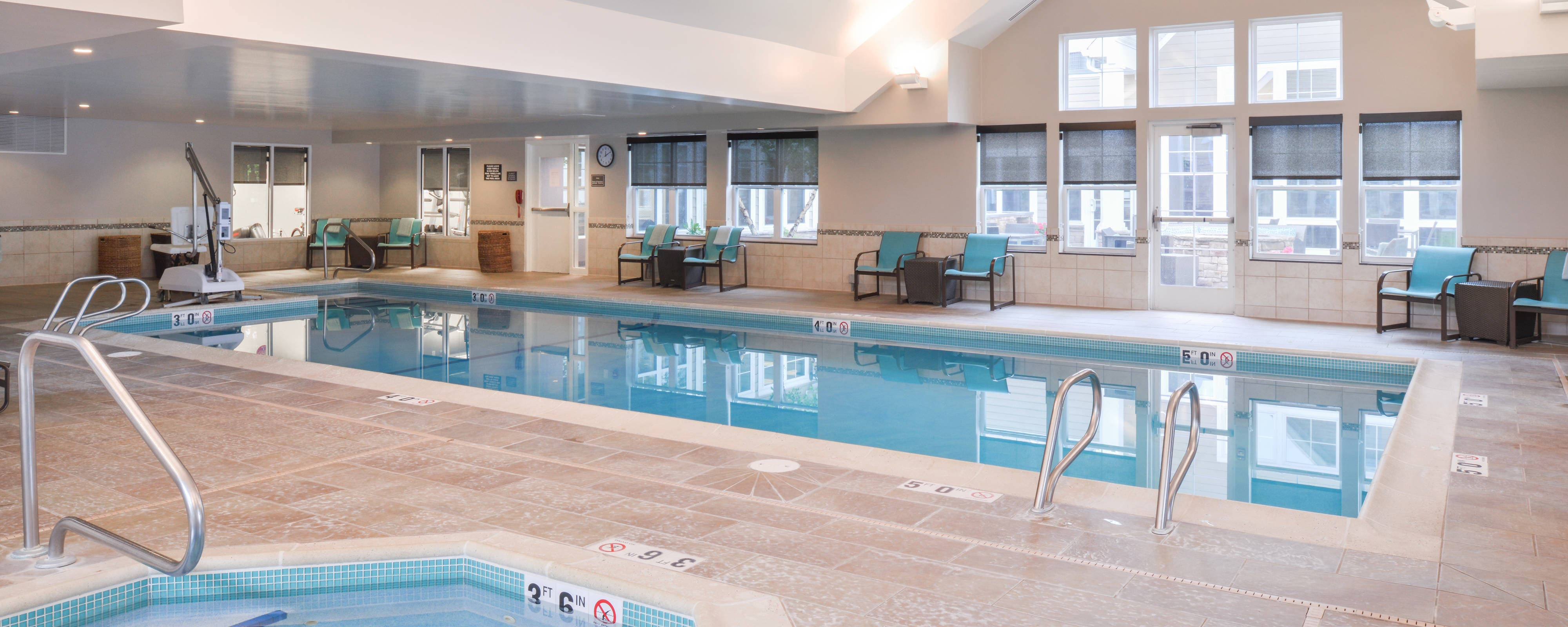 Executive Inn & Suites - A top-rated Oakland Hotel, offering spacious rooms, free shuttle service, breakfast, event space & much more.