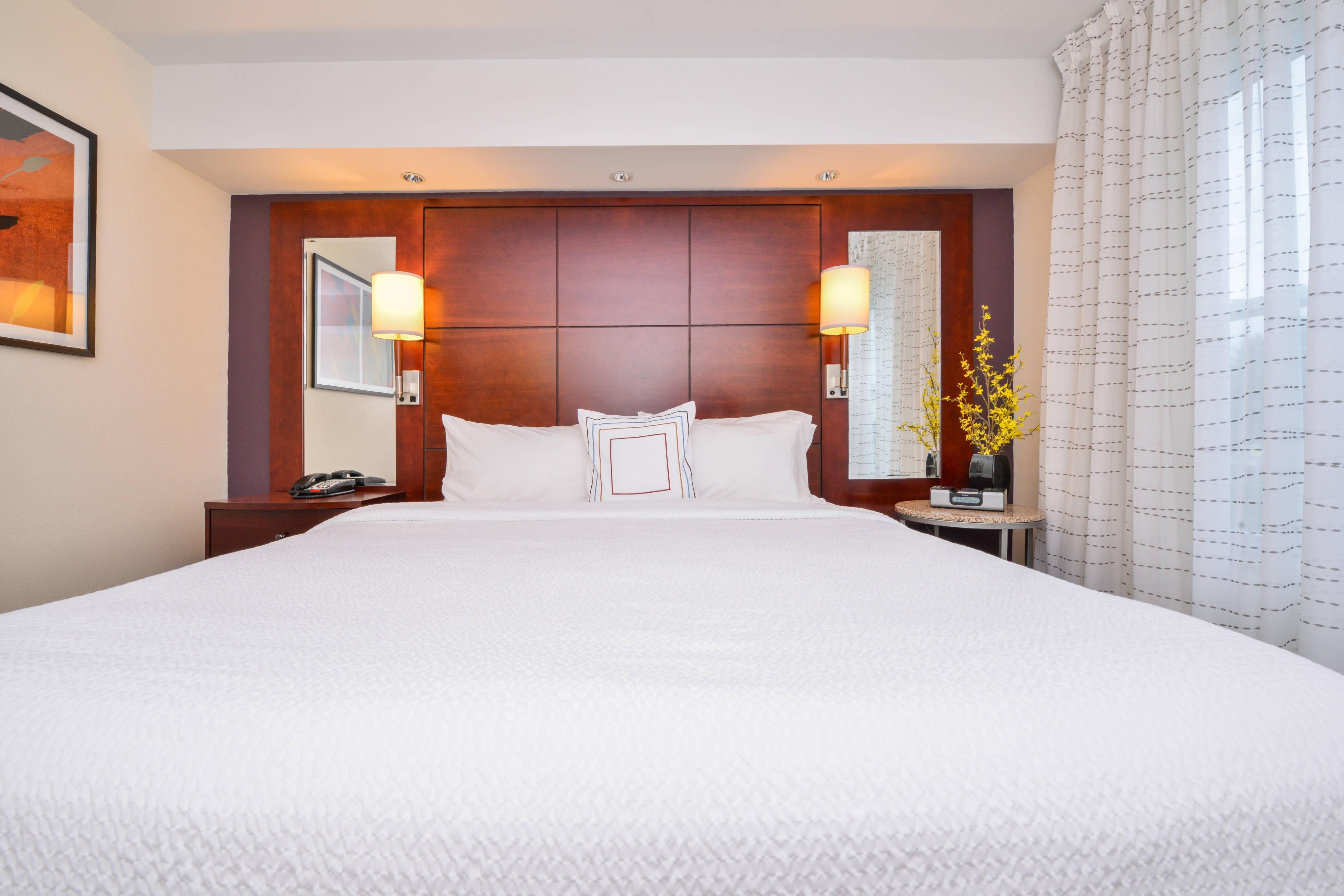 One-Bedroom Executive Suite - Bedroom