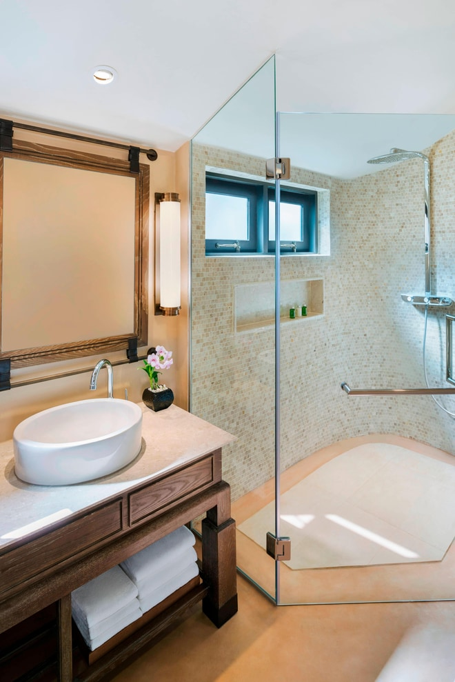 King Grand Deluxe Bathroom