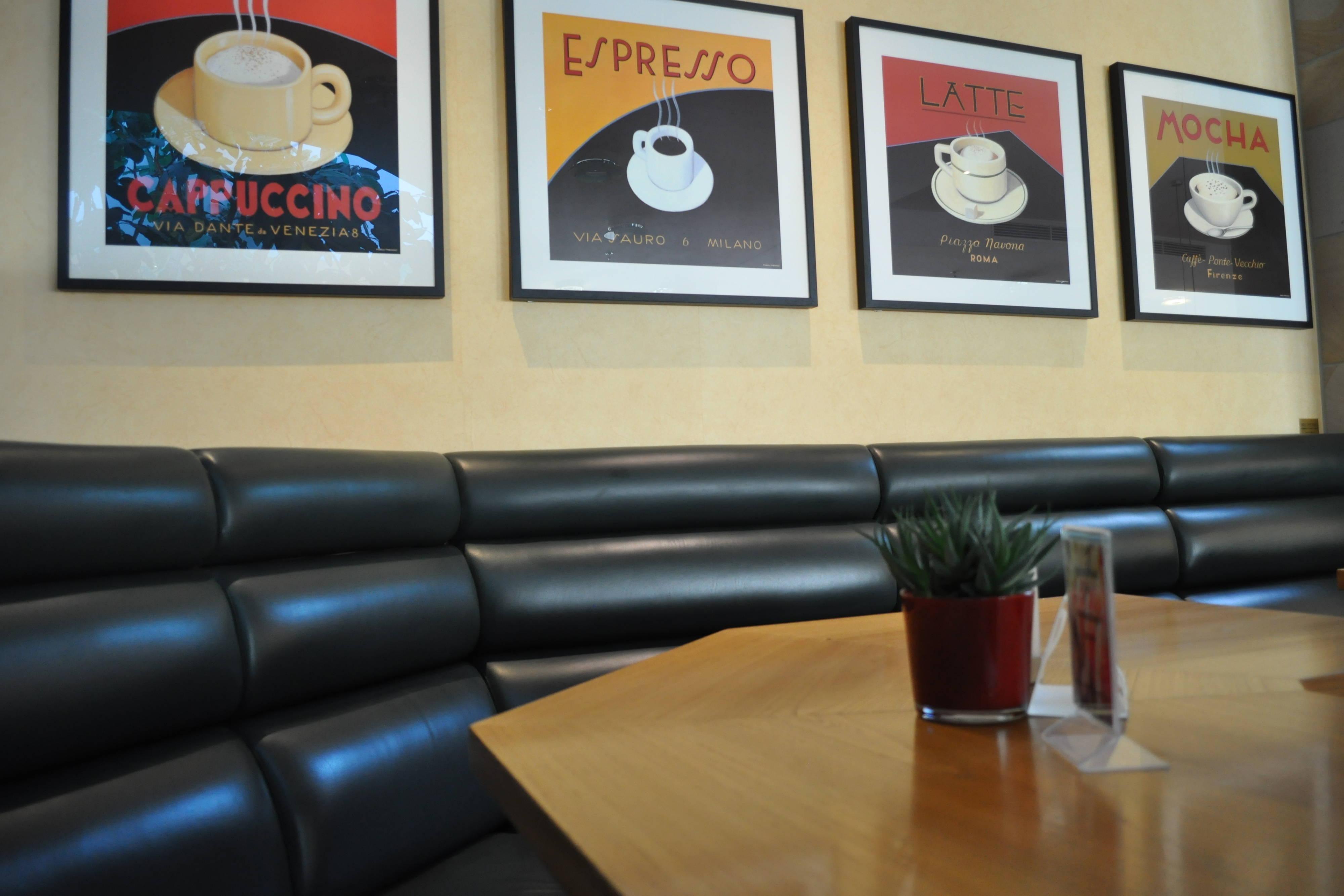 Green Olive Bistro und Eckbank der Bar