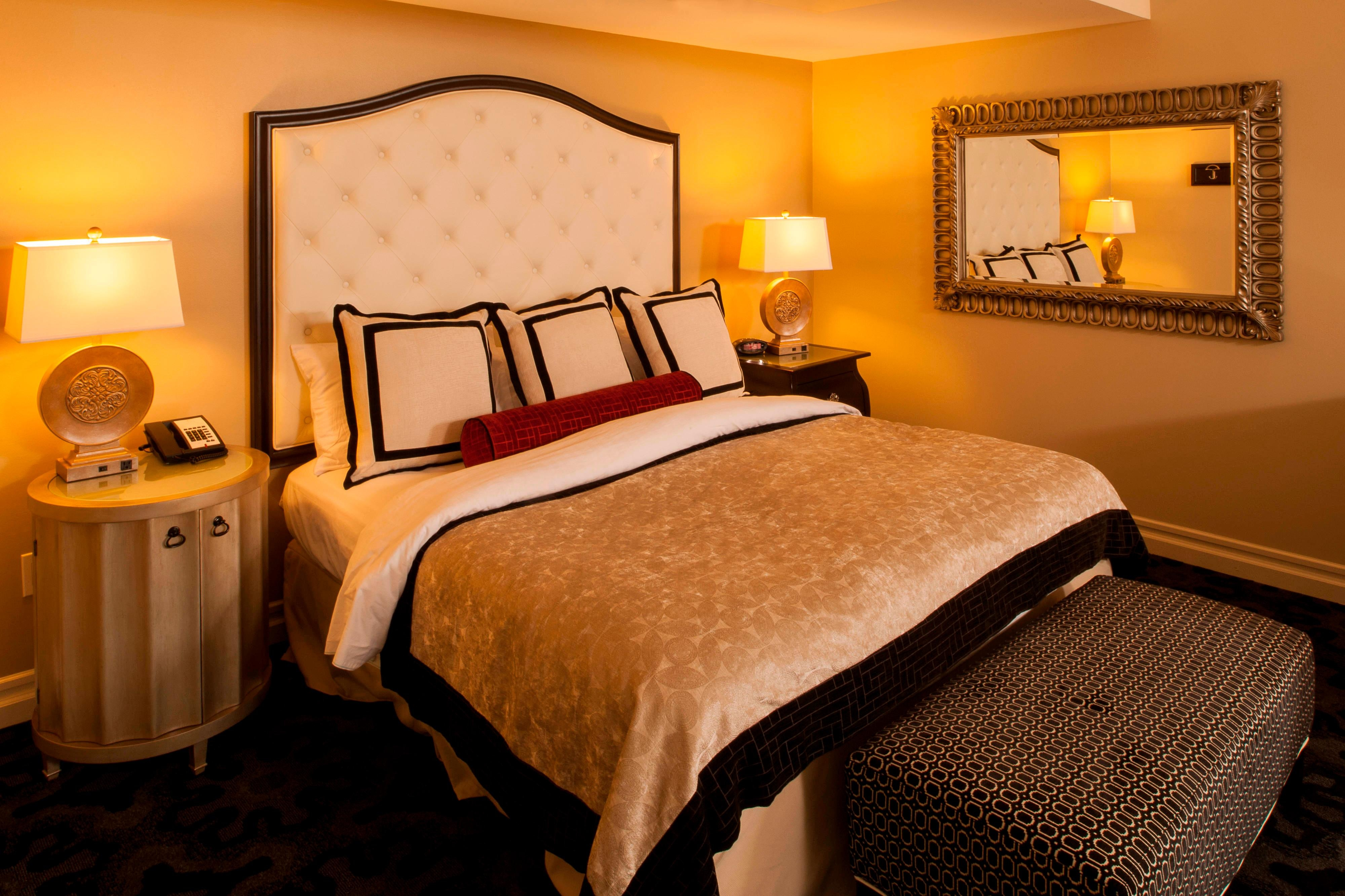 King bed in suite