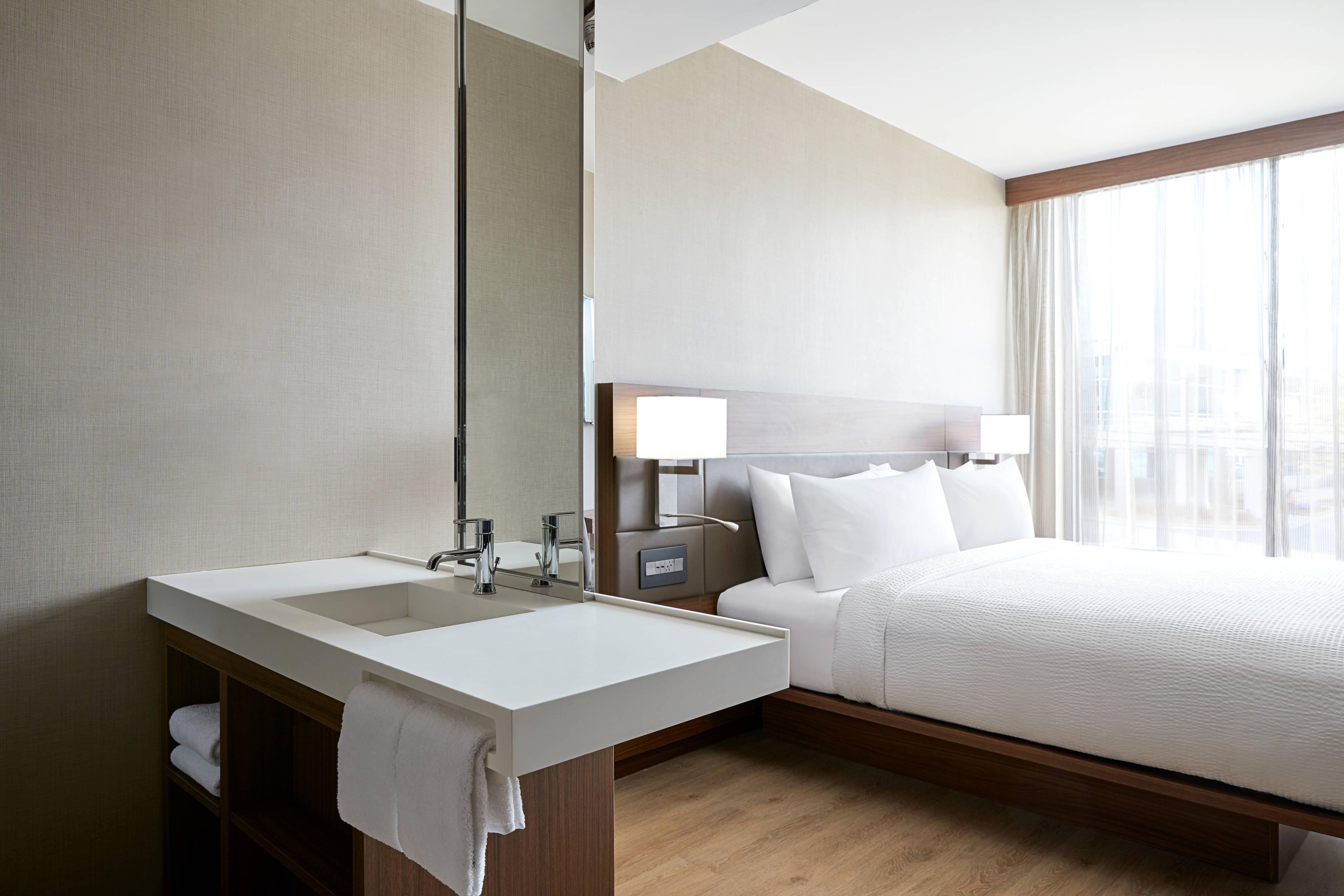 King Guest Room - Vanity